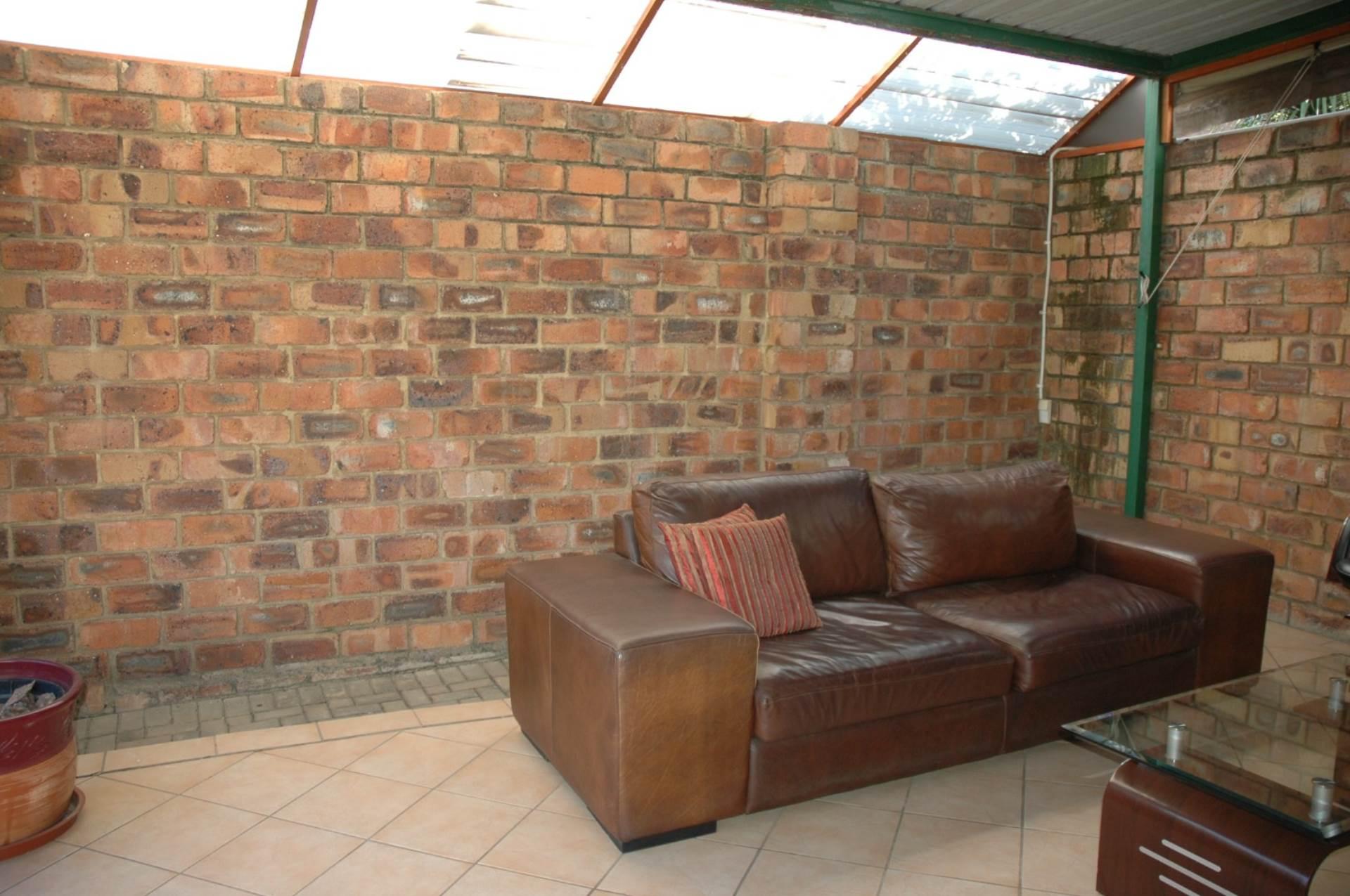 Townhouse Pending Sale In Wapadrand, Pretoria, Gauteng for R 1,200,000