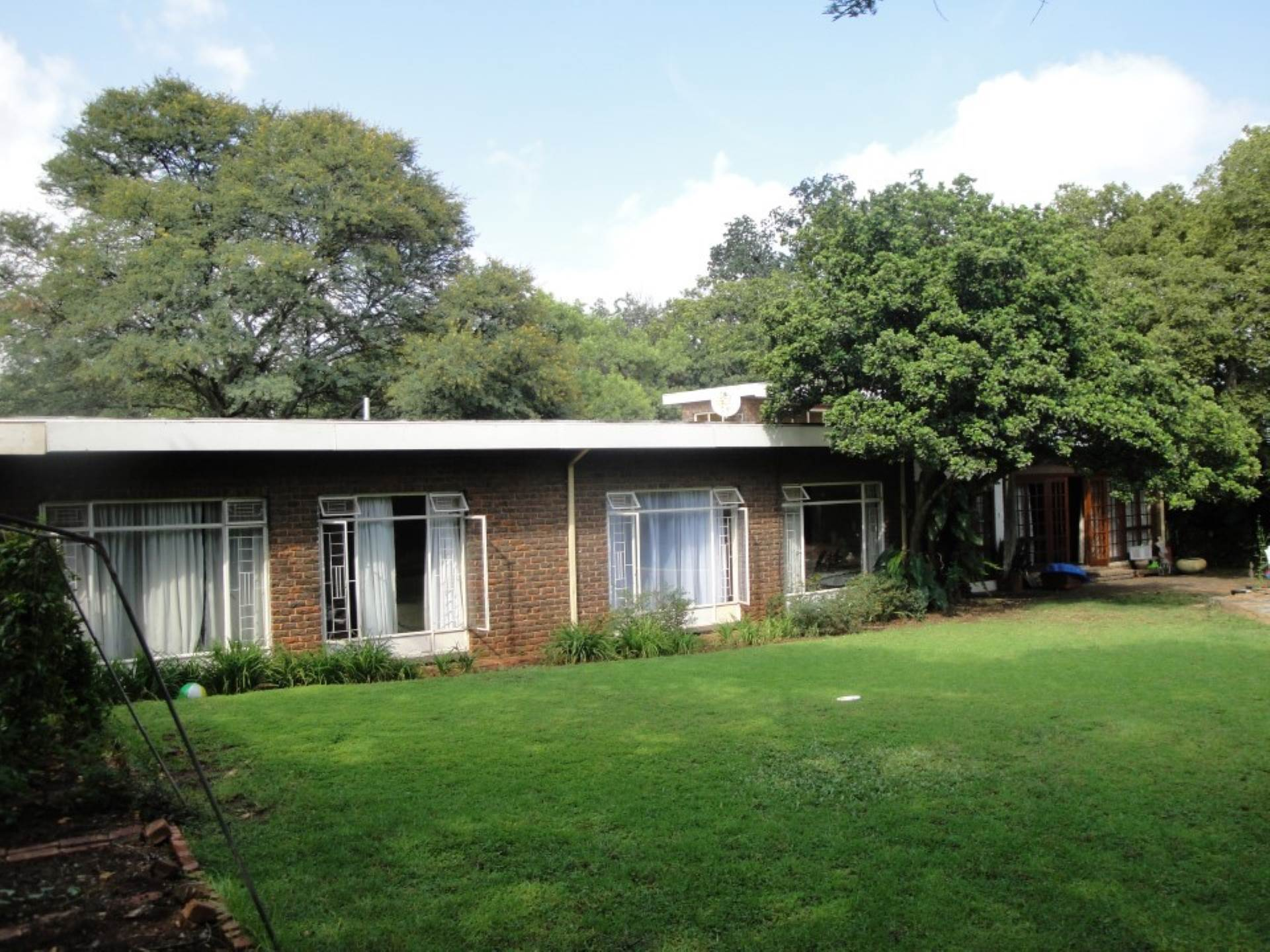 House for sale in eldoraigne centurion for r 2 350 000 for 6 bedroom house for sale
