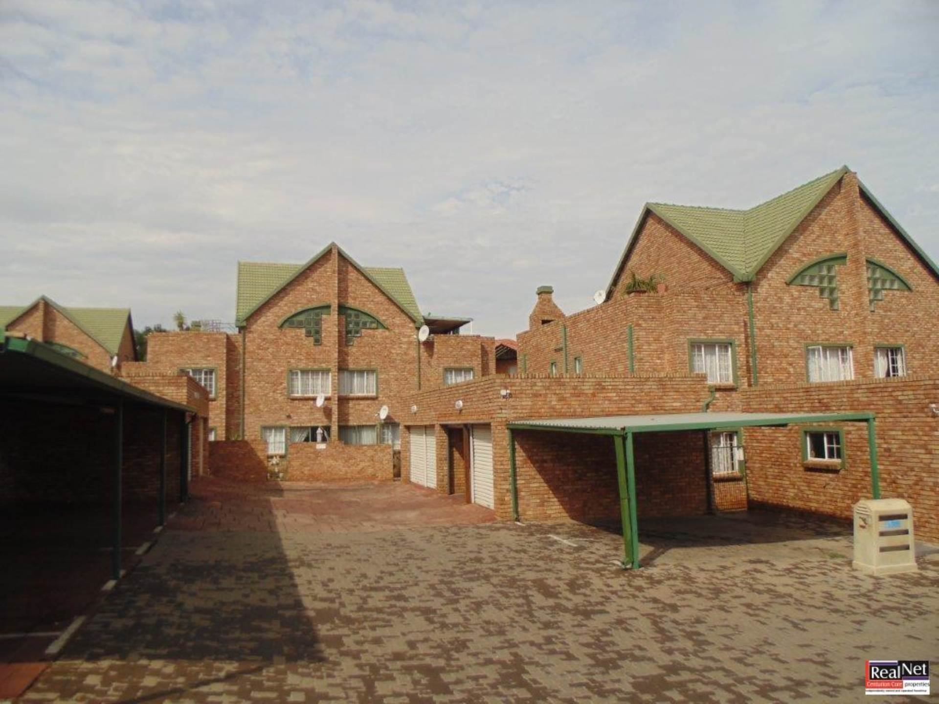 Townhouse For Sale In Die Hoewes Centurion For R 925 000