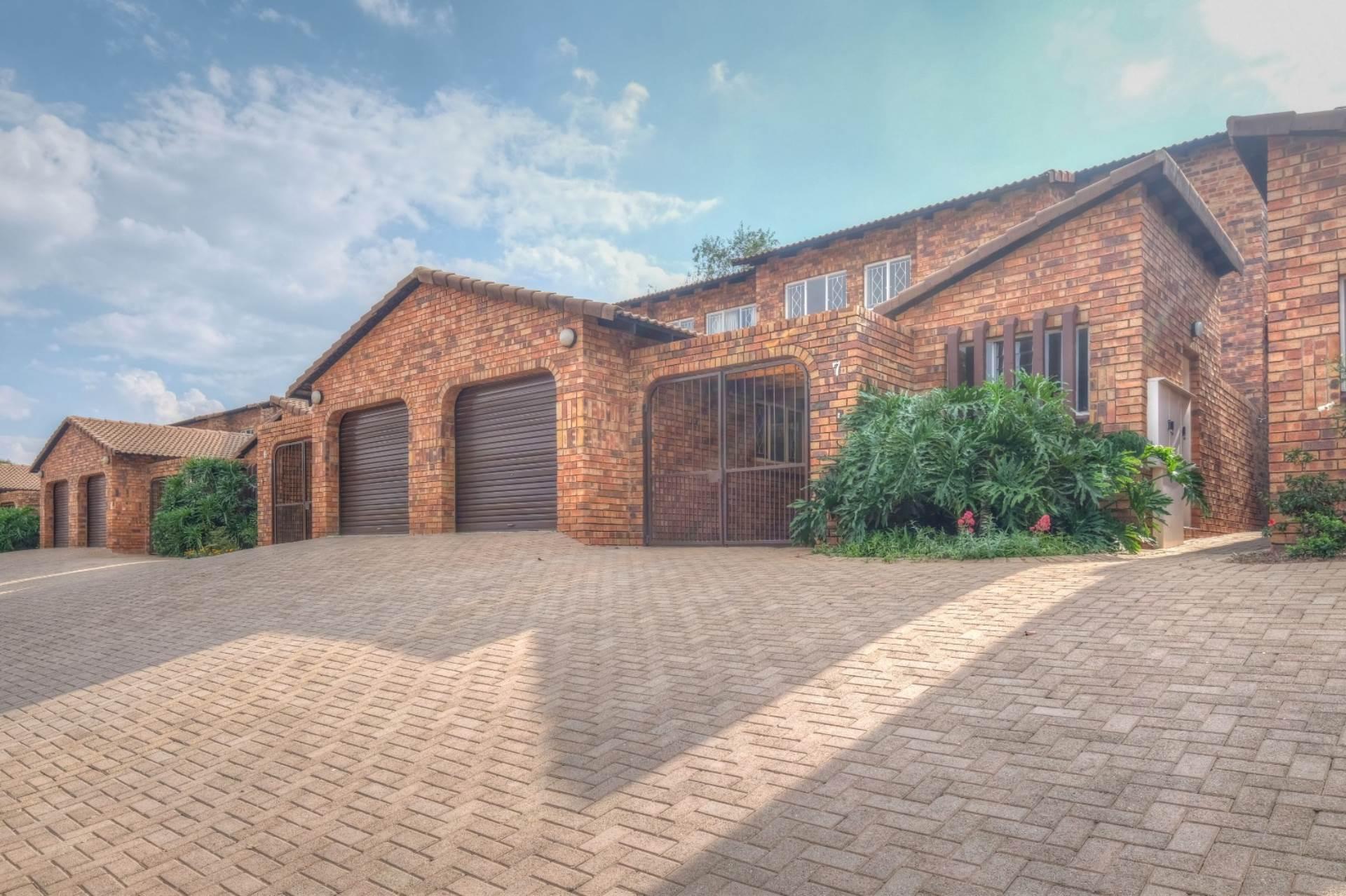 Townhouse For Sale In Randpark Ridge Randburg For R 1 350