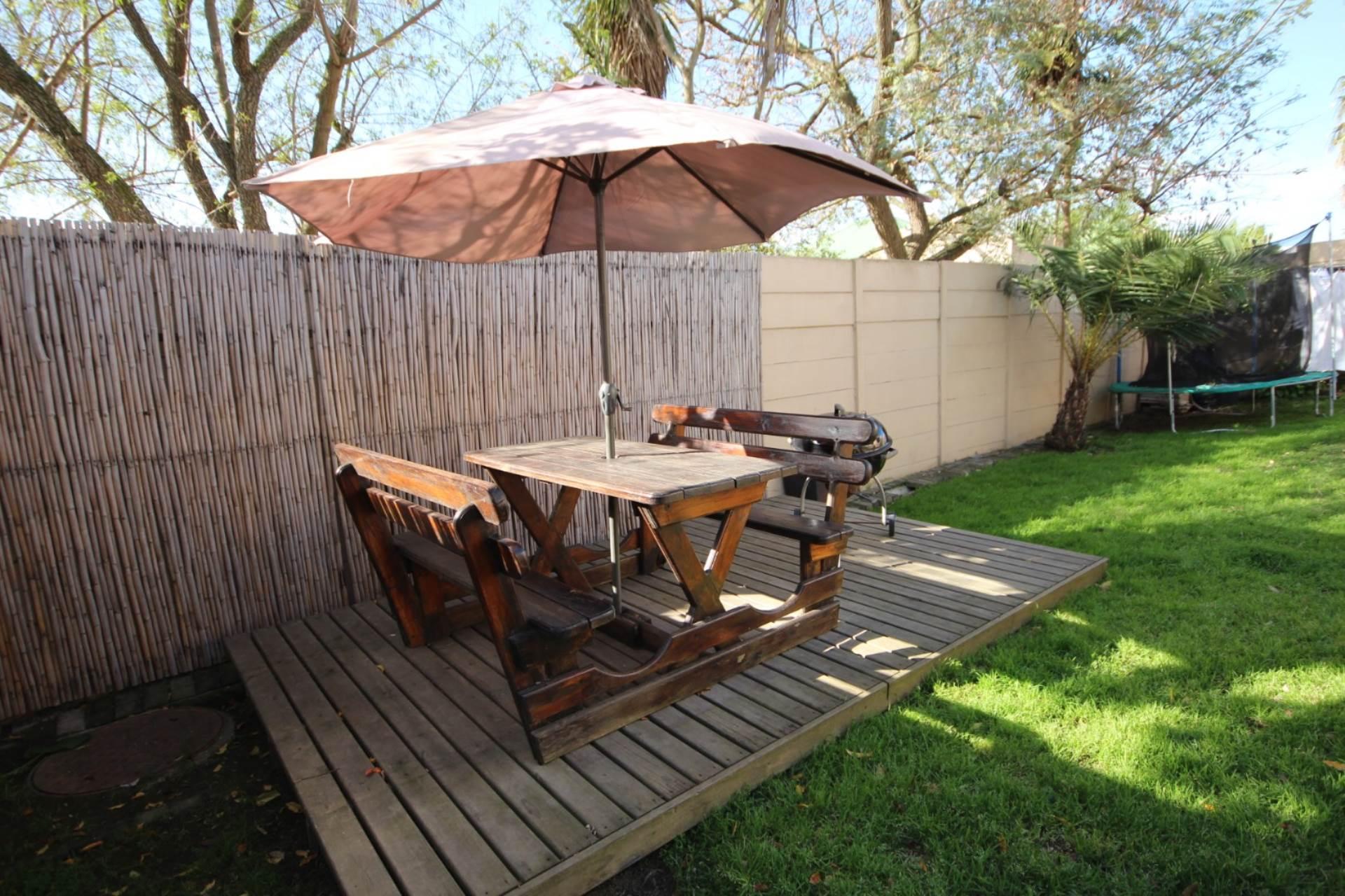 House pending sale in uitzicht durbanville western cape for r 1690000
