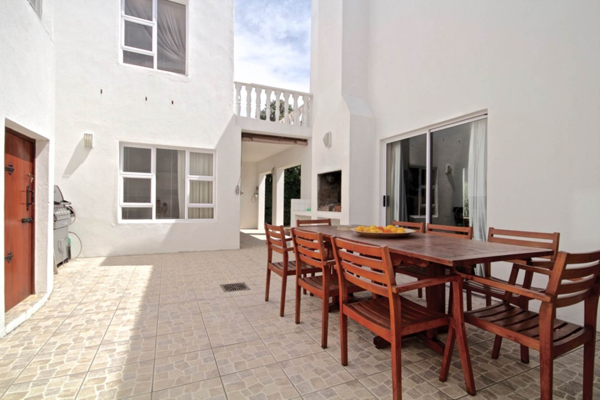 Piazza - Sunny Courtyard for entertaining with jacuzzi