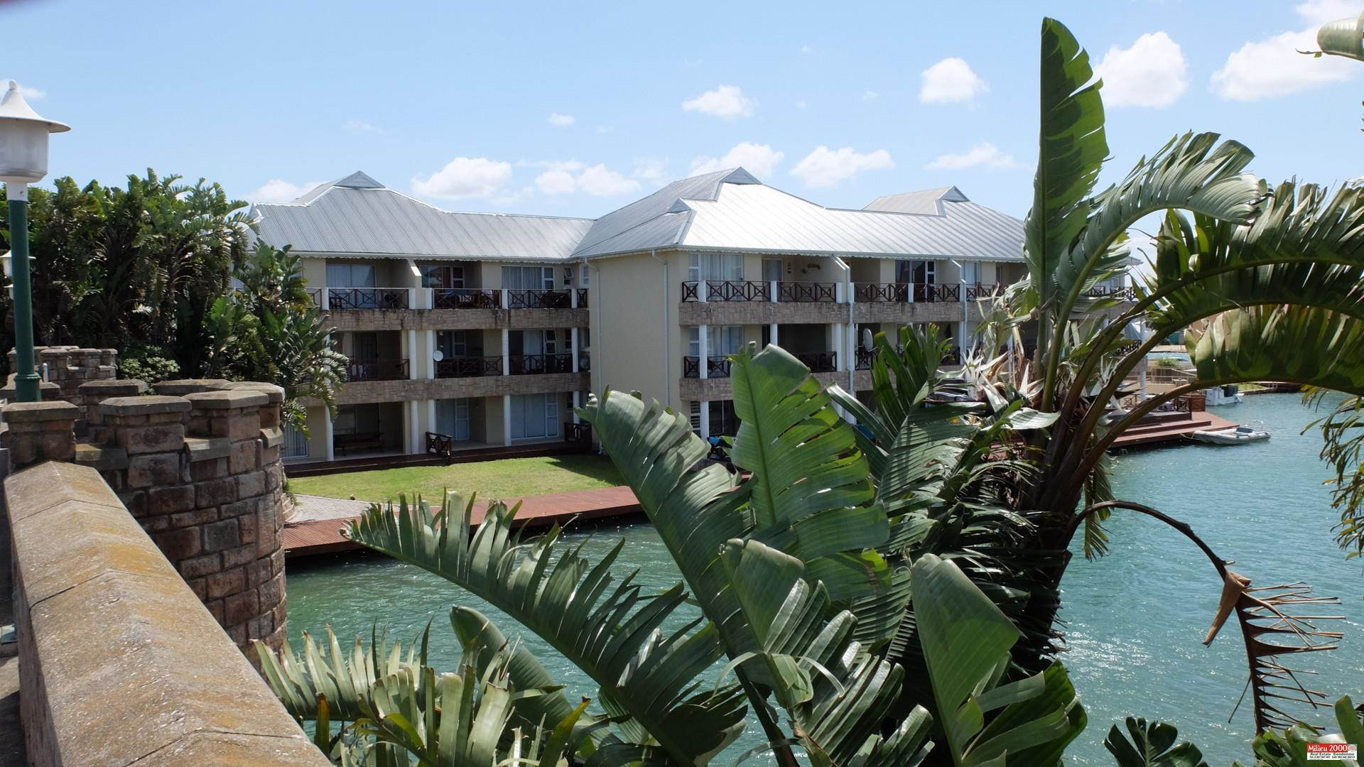 Apartment For Sale: MARINA MARTINIQUE, JEFFREYS BAY (Bath : 2.0 - Beds : 3.0 - Beautiful furnished apartment in sought after security complex with 24 hour security.This stylish ap ...