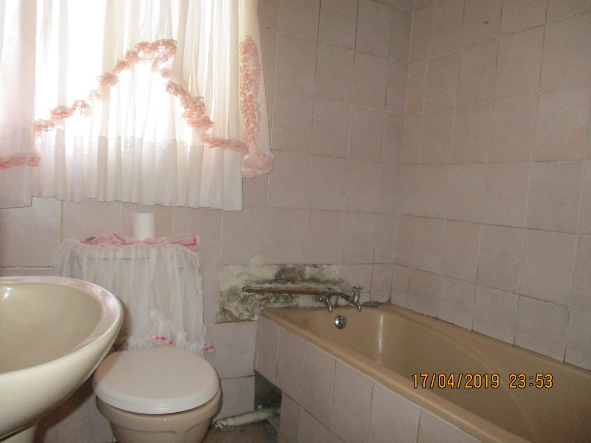 House For Sale In Meadowlands Zone 6, Soweto, Gauteng for R 550,000