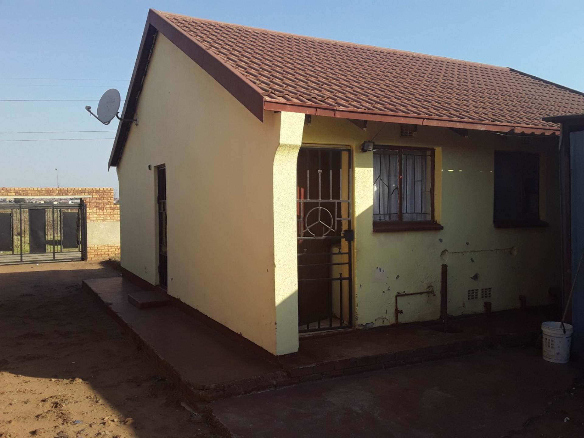 House For Sale In Etwatwa Ext 3, Benoni, Gauteng for R 460,000