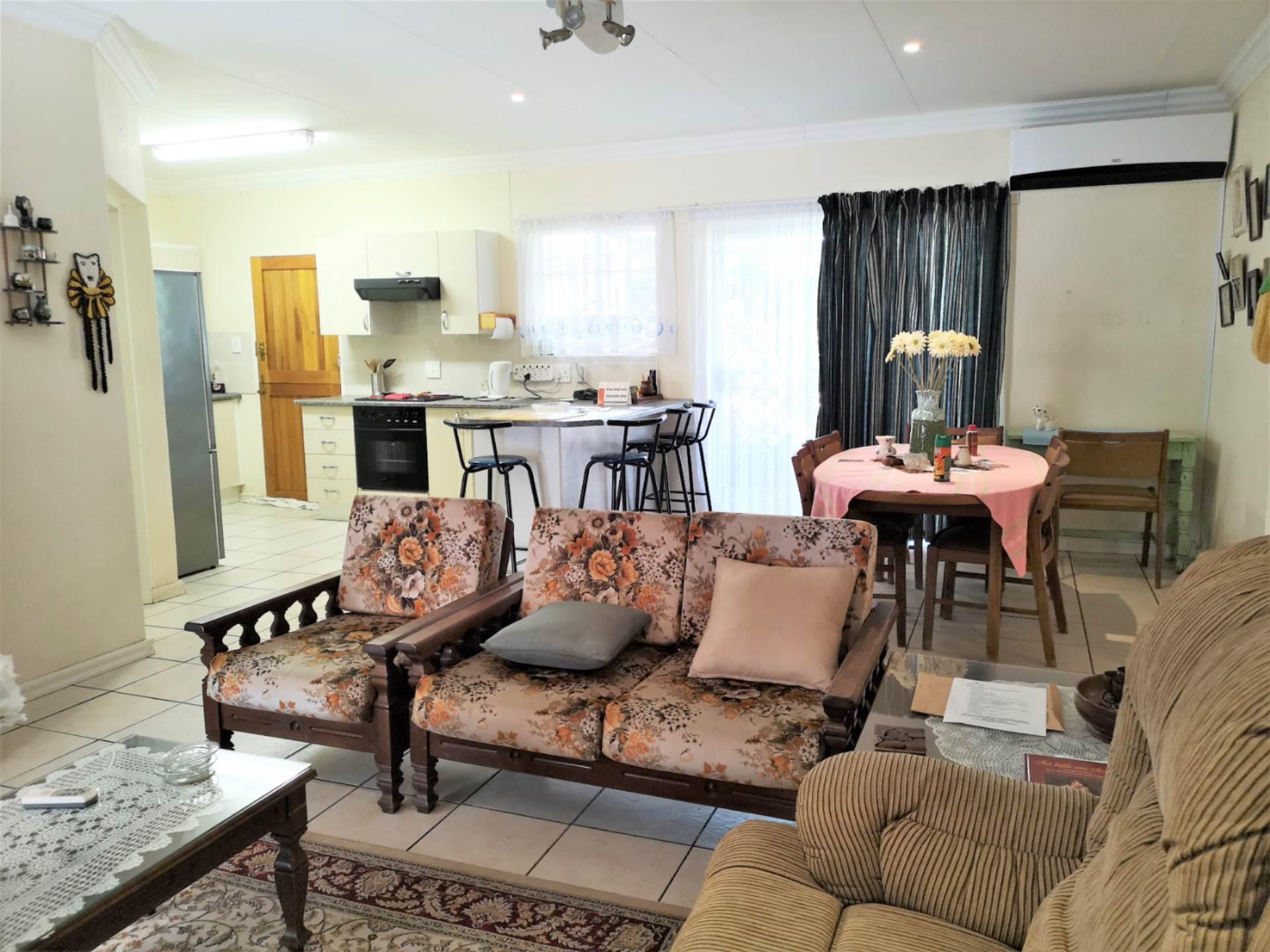 Retirement Village For Sale In Ninapark, Akasia, Gauteng for R 750,000