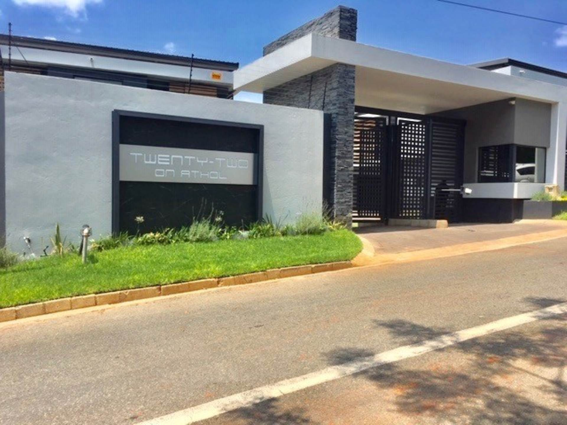 Townhouse To Let - Available: KENTVIEW, SANDTON (Bath : 3.5 - Beds : 3.0 - FURNISHED TOWNHOUSE  New, modern, upmarket, stand alone duplex townhouse  in Kentview Sandton.   ...