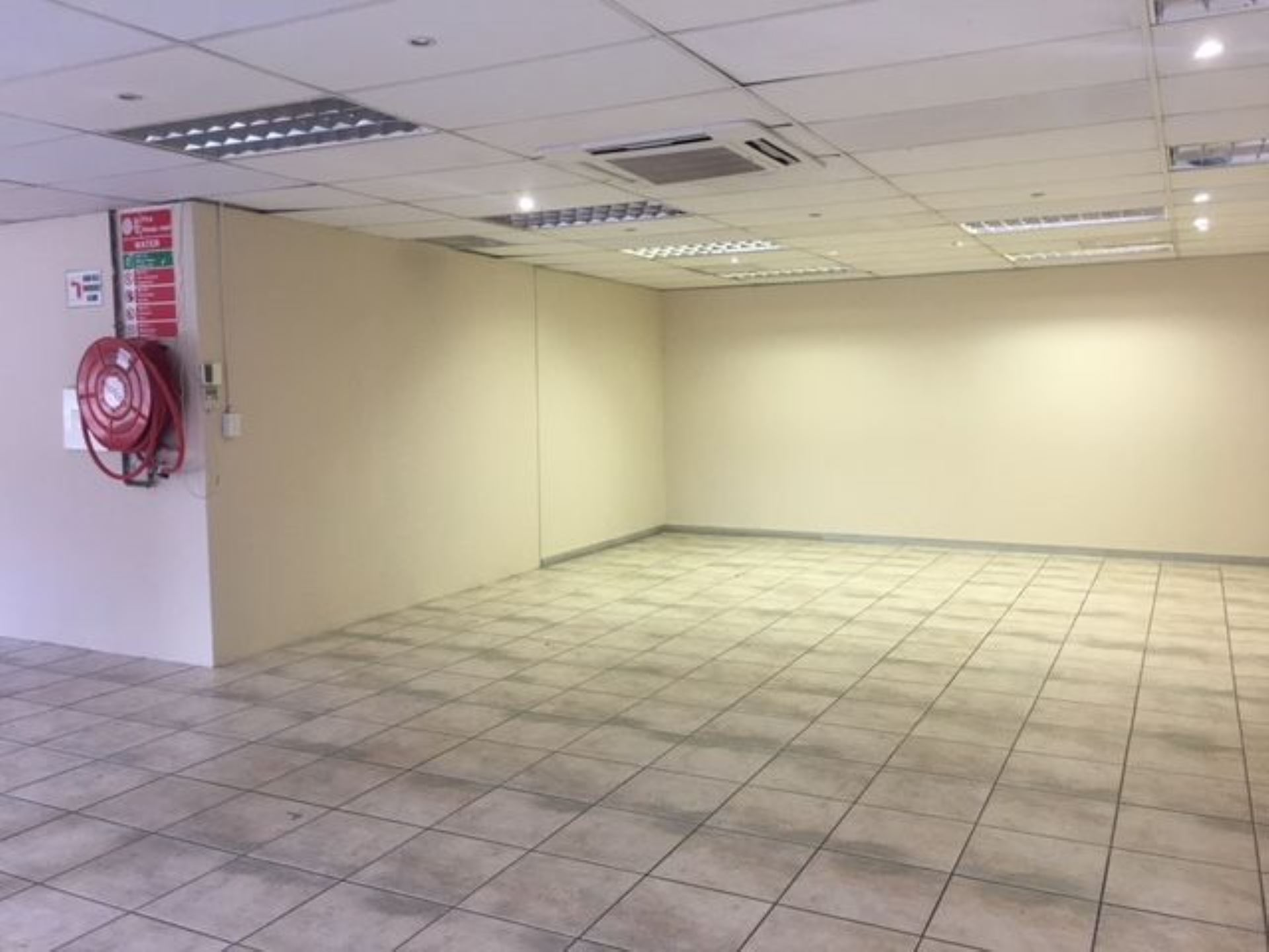 600m2 of Warehouse and Office space TO LET in Irene