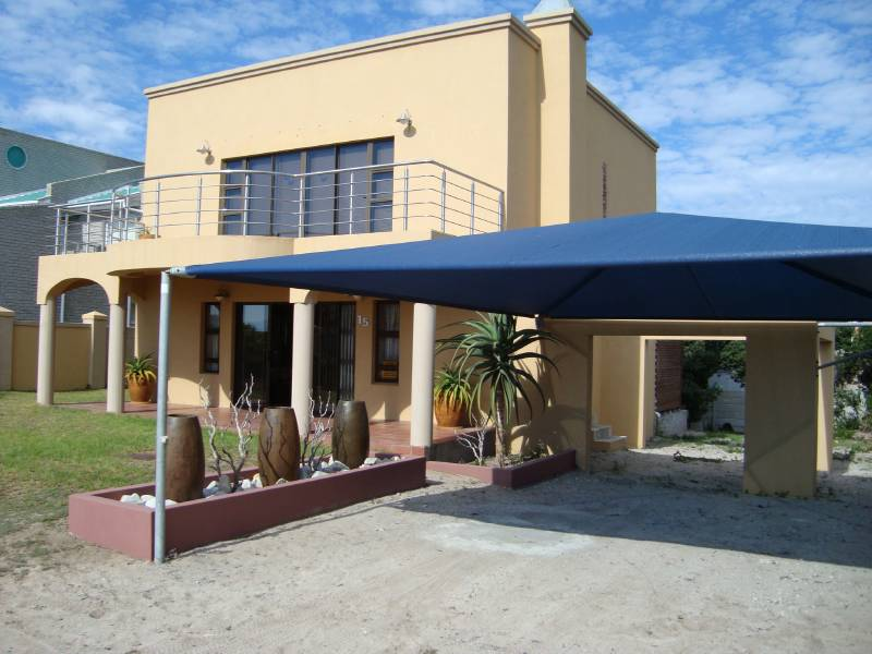 2 BedroomHouse For Sale In De Kelders