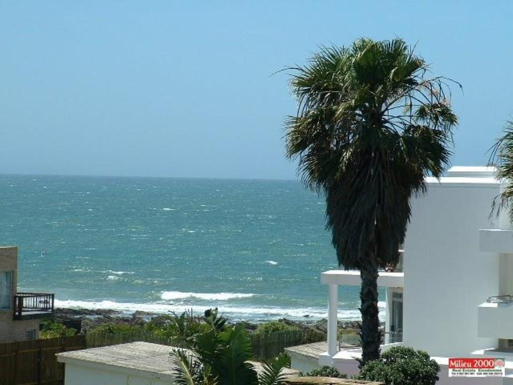 Apartment To Let - Available: JEFFREYS BAY CENTRAL, JEFFREYS BAY (Bath : 2.0 - Beds : 3.0 - Semi-Furnished 3 bedroom apartment available immediately. Within walking distance to main beach and  ...
