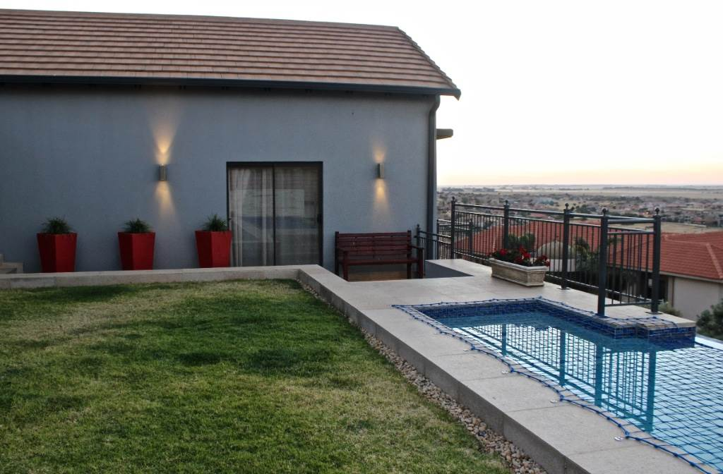 Woodland Hills property for sale. Ref No: 13506837. Picture no 28