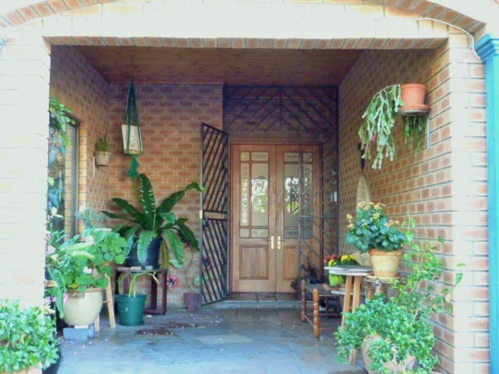 3 BedroomHouse For Sale In Heuningkloof