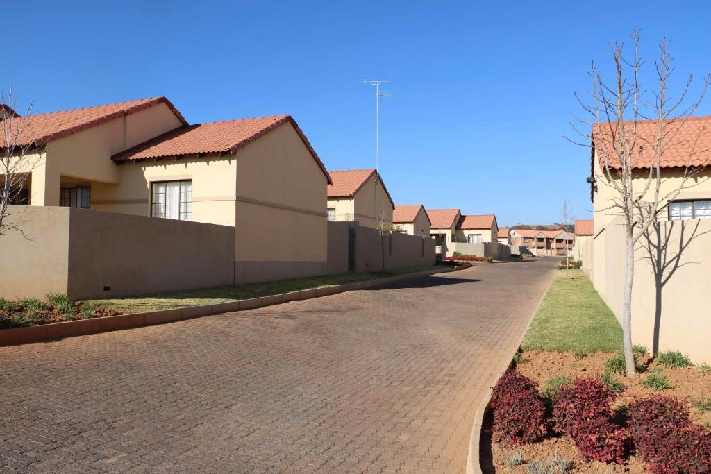 Pretoria, Mooikloof Ridge Property  | Houses For Sale Mooikloof Ridge, MOOIKLOOF RIDGE, Townhouse 3 bedrooms property for sale Price:1,245,000