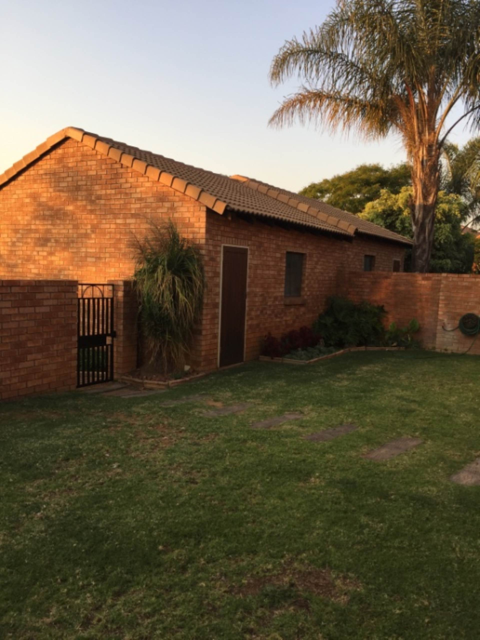 Property and Houses for sale in Mooikloof, Townhouse, 3 Bedrooms - ZAR 1,330,000