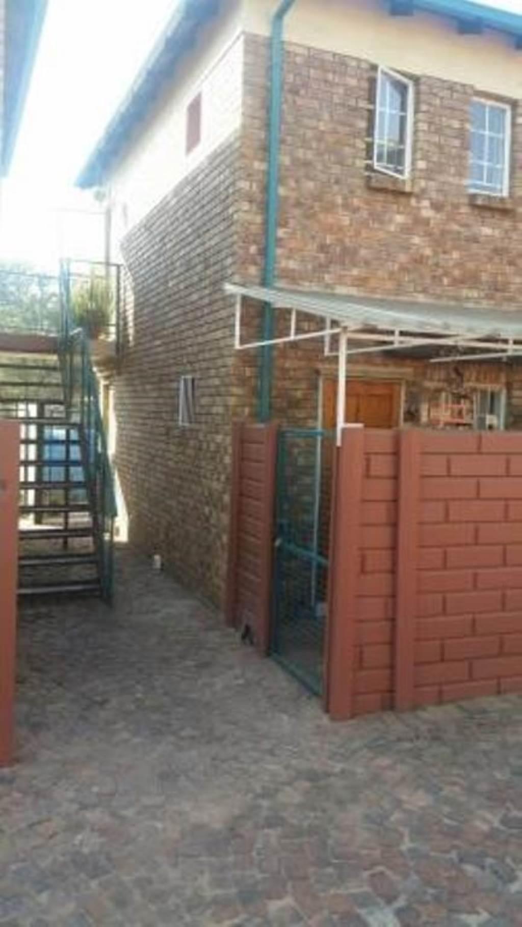 , Townhouse, 2 Bedrooms - ZAR 570,000