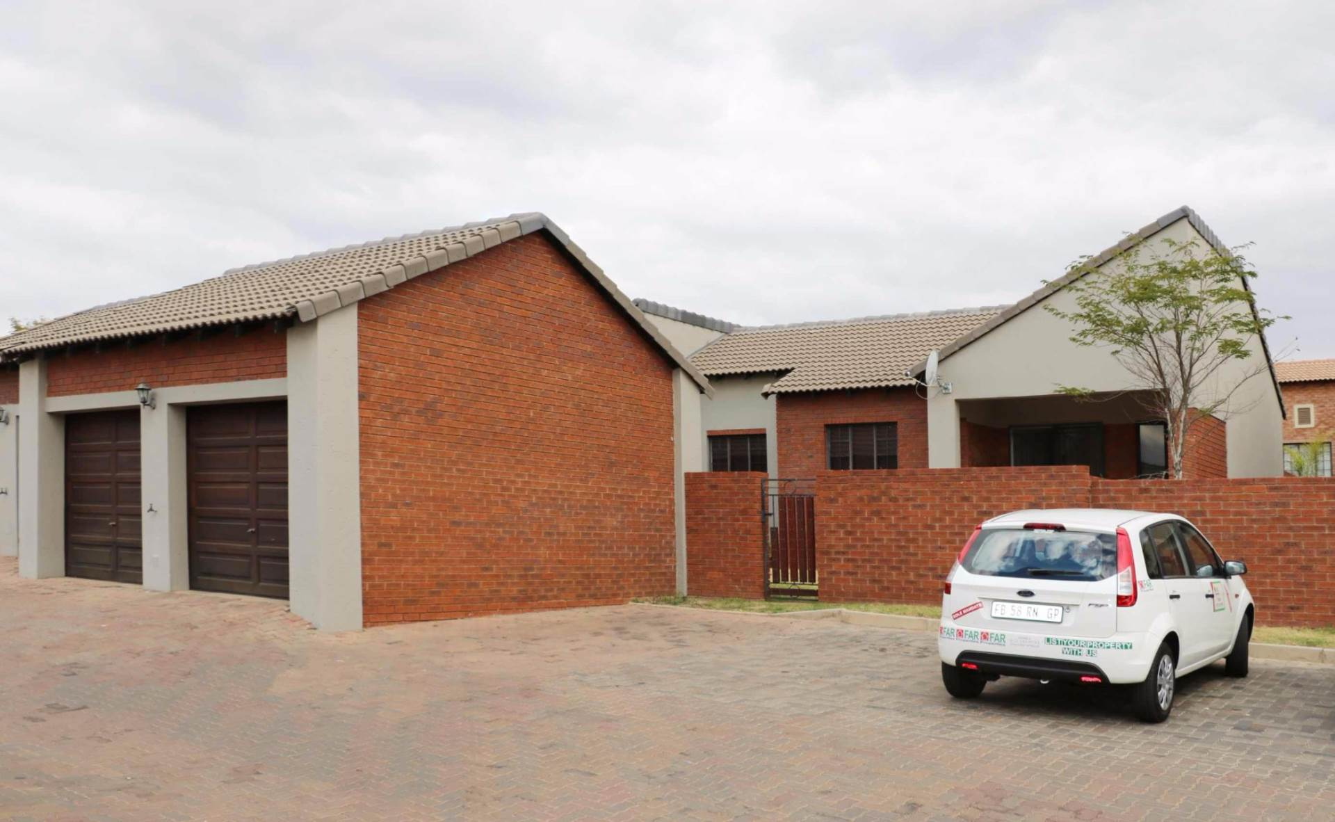 Property and Houses for sale in Mooikloof Ridge, Townhouse, 2 Bedrooms - ZAR 1,100,000