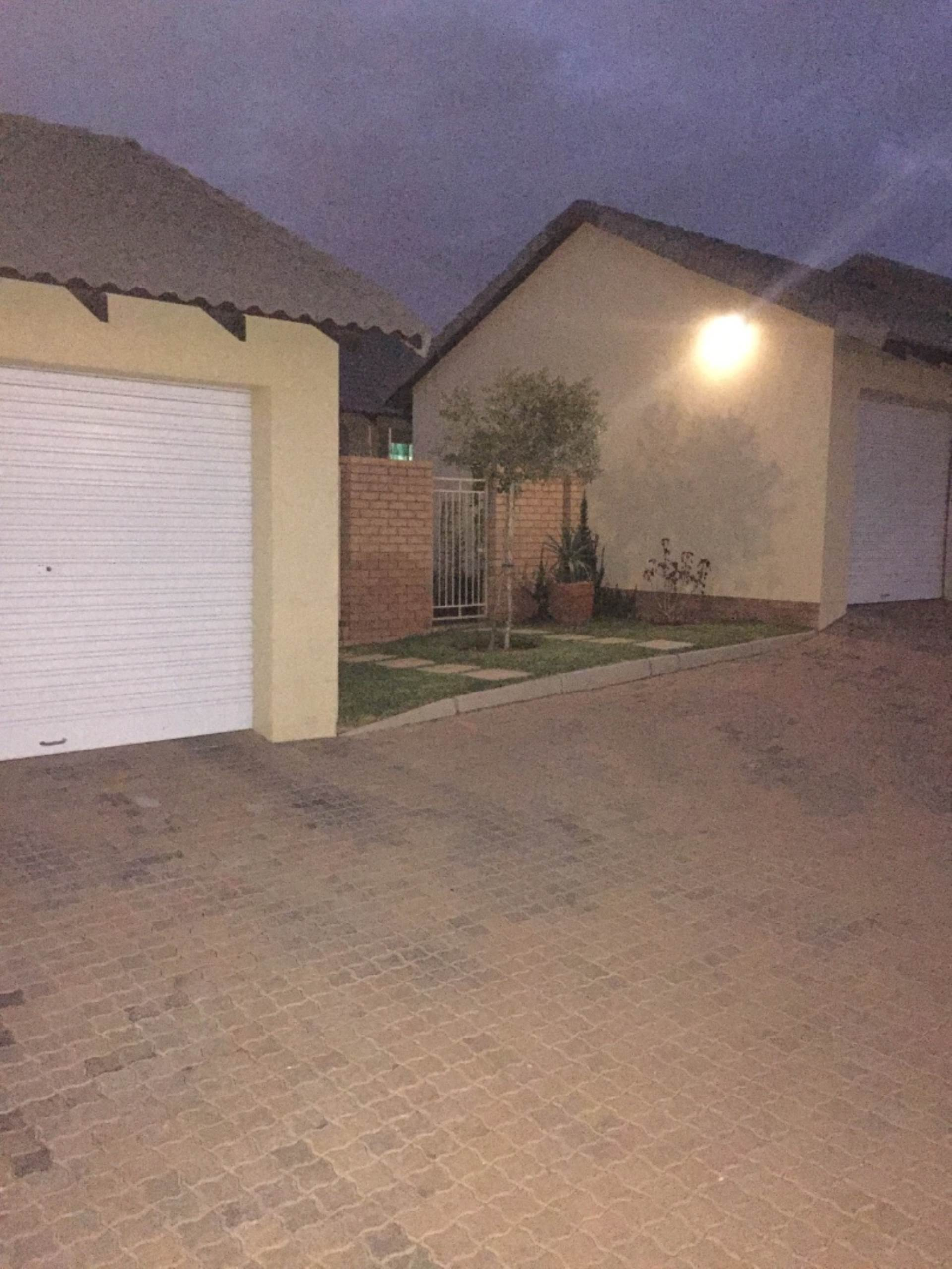 Pretoria, Mooikloof Ridge Property  | Houses For Sale Mooikloof Ridge, MOOIKLOOF RIDGE, Townhouse 2 bedrooms property for sale Price:1,050,000