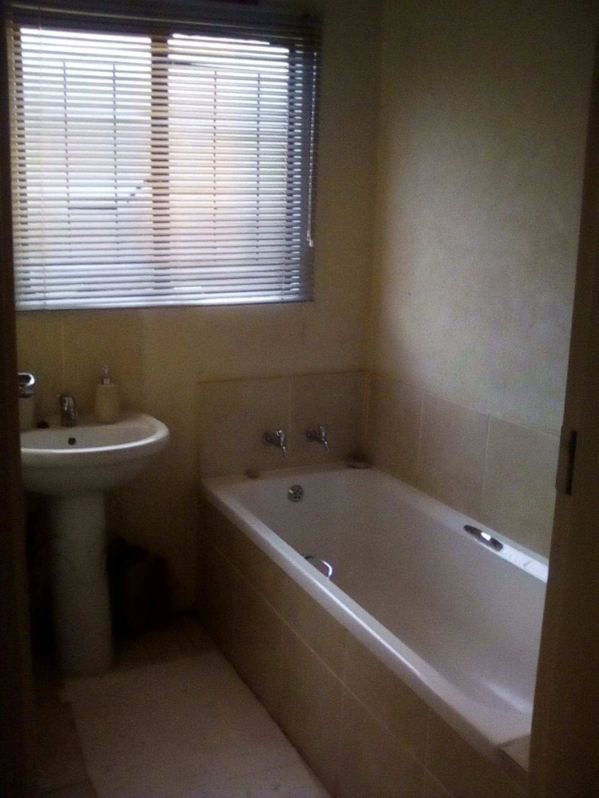 Soshanguve East property for sale. Ref No: 13534132. Picture no 14