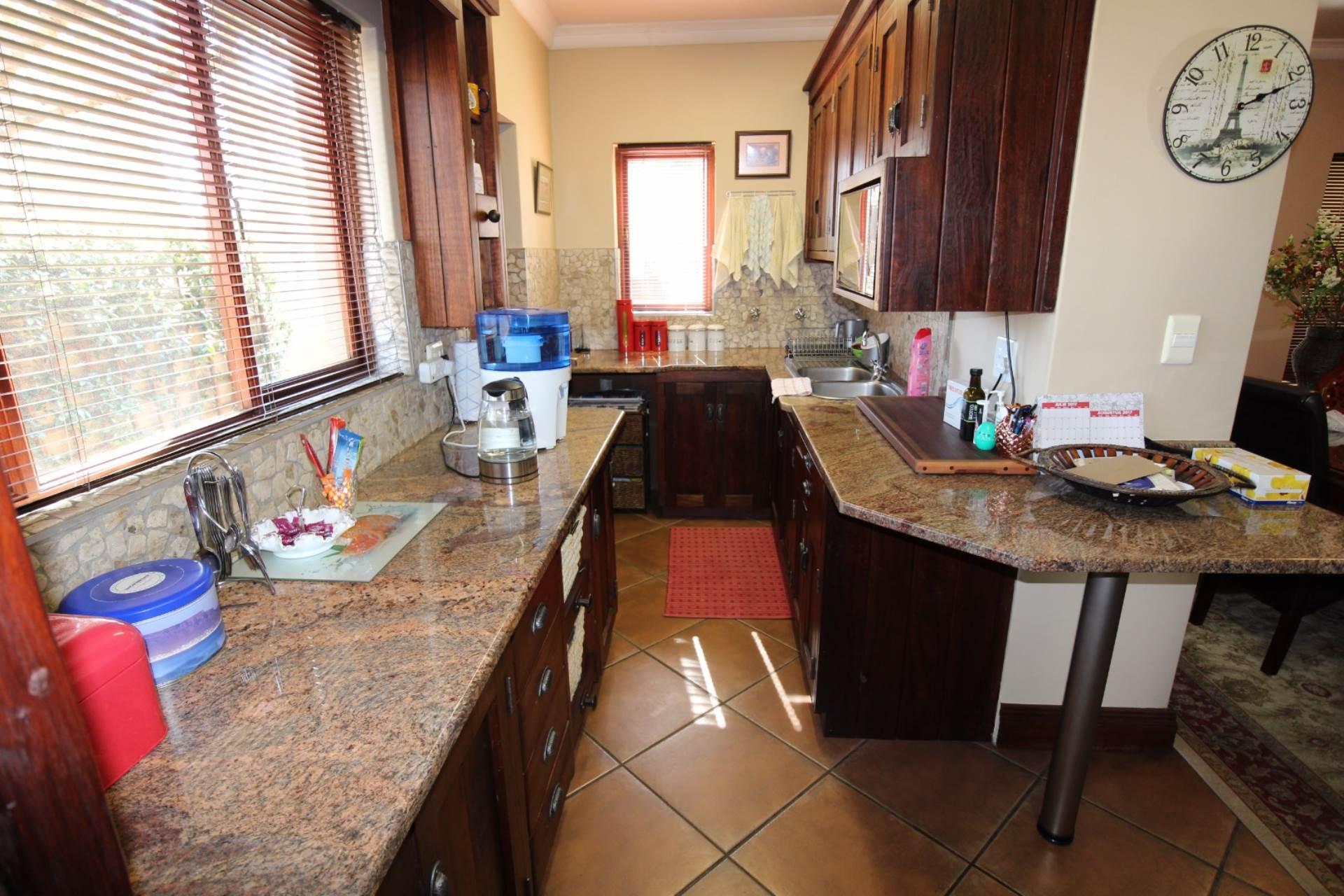 Silver Stream property for sale. Ref No: 13534544. Picture no 11