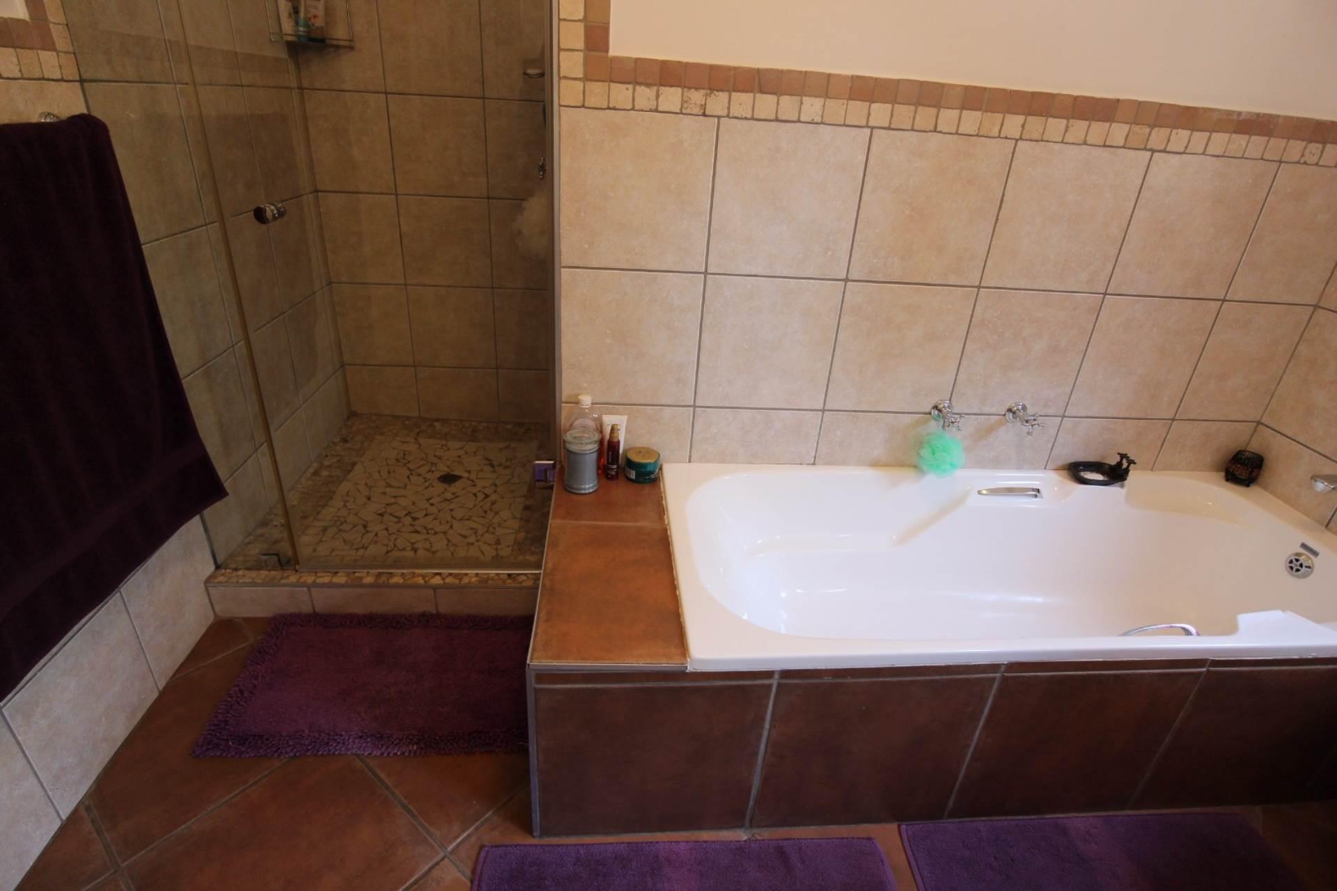 Silver Stream property for sale. Ref No: 13534544. Picture no 30