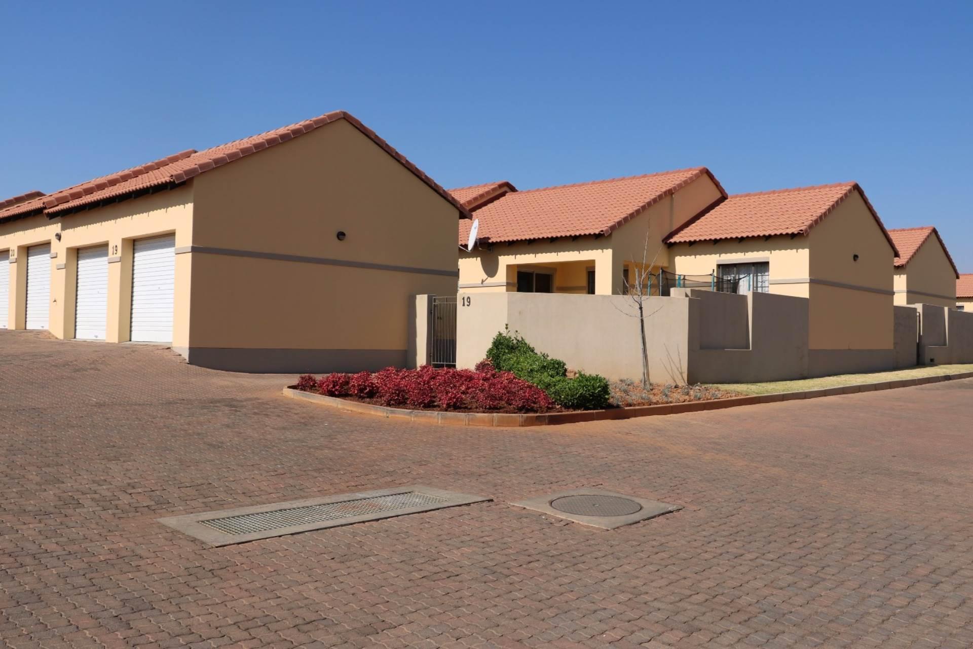 Pretoria, Mooikloof Ridge Property  | Houses For Sale Mooikloof Ridge, MOOIKLOOF RIDGE, Townhouse 3 bedrooms property for sale Price:1,150,000