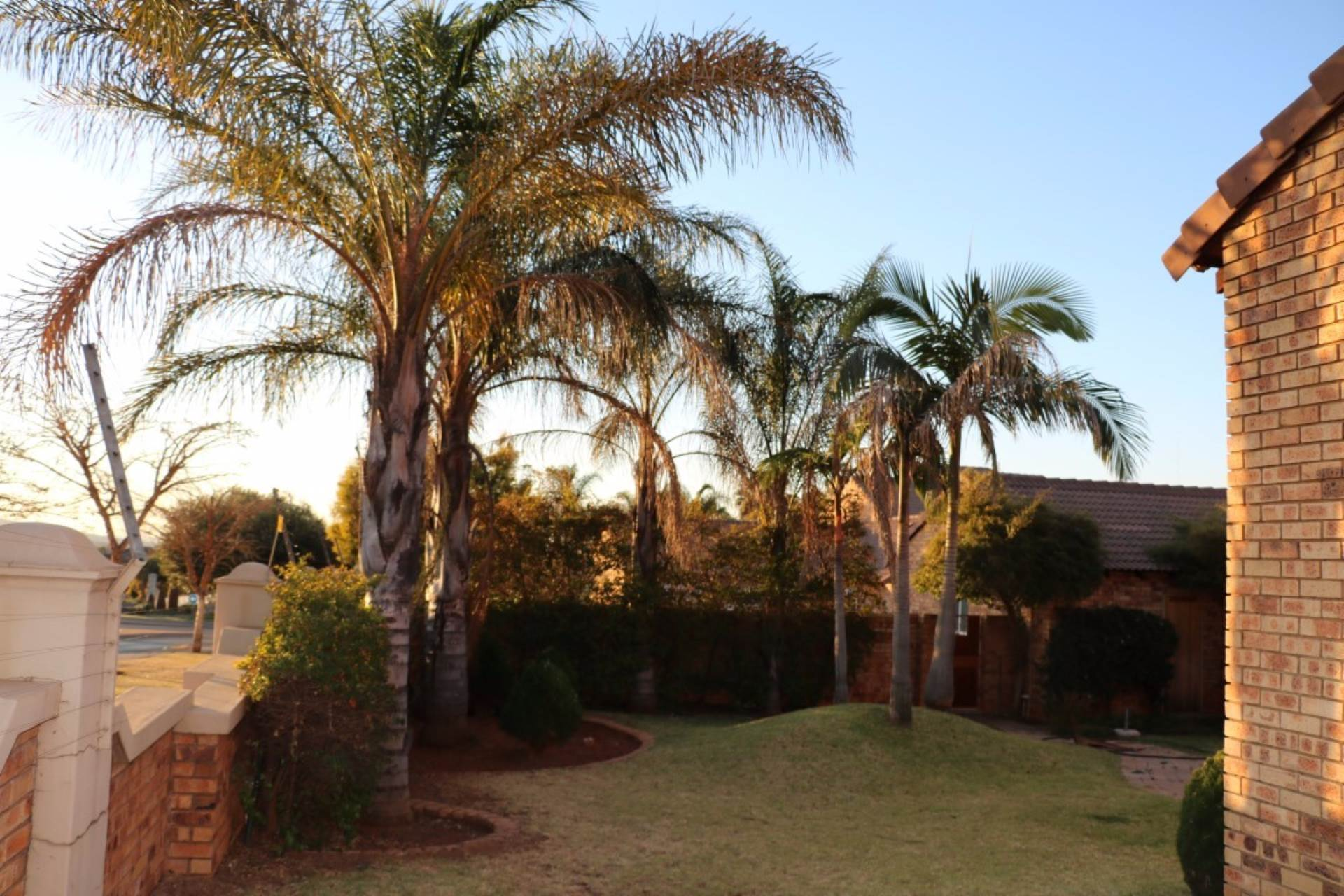 Mooikloof Ridge property for sale. Ref No: 13534155. Picture no 4
