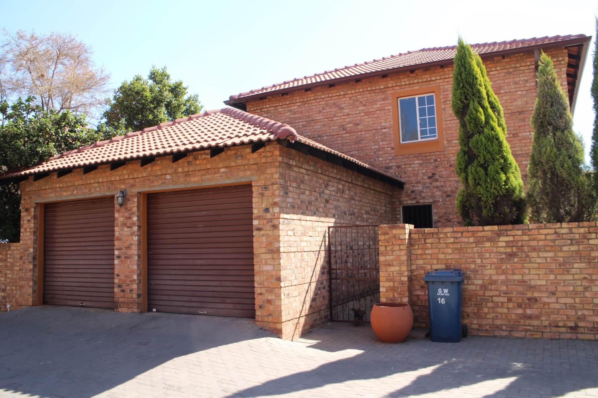 Pretoria, Six Fountains Residential Estate Property    Houses To Rent Six Fountains Residential Estate, SIX FOUNTAINS RESIDENTIAL ESTATE, Townhouse 3 bedrooms property to rent Price:, 13,00*