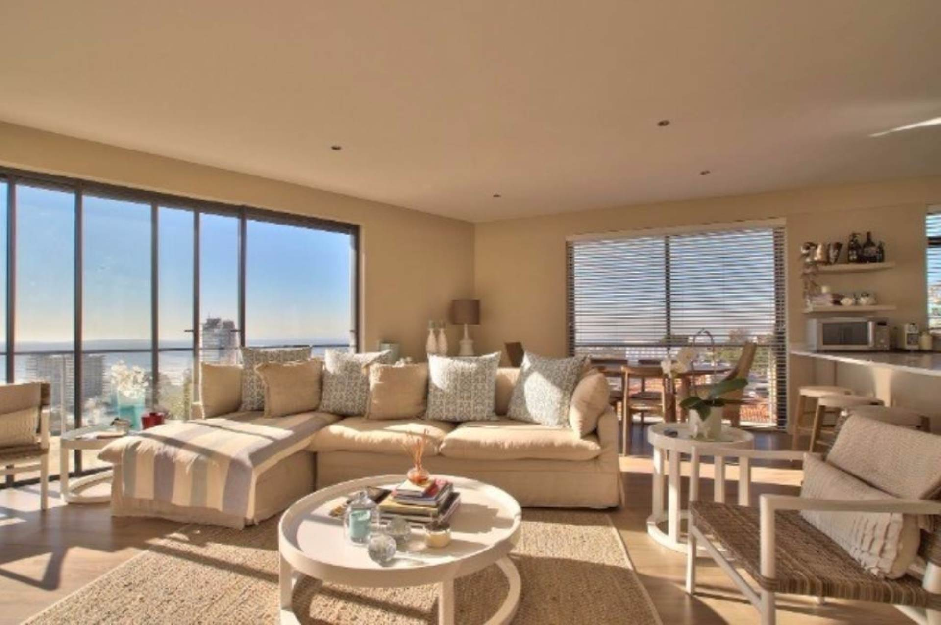 Sea Point property for sale. Ref No: 13539540. Picture no 8
