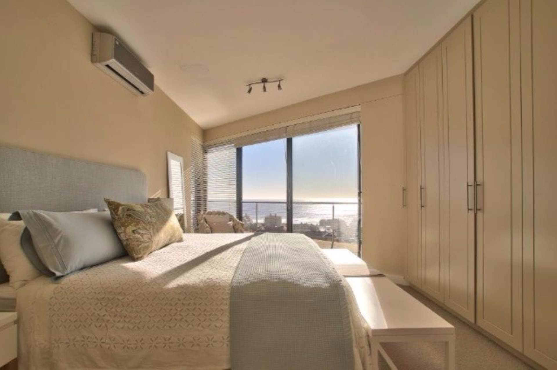 Sea Point property for sale. Ref No: 13539540. Picture no 9