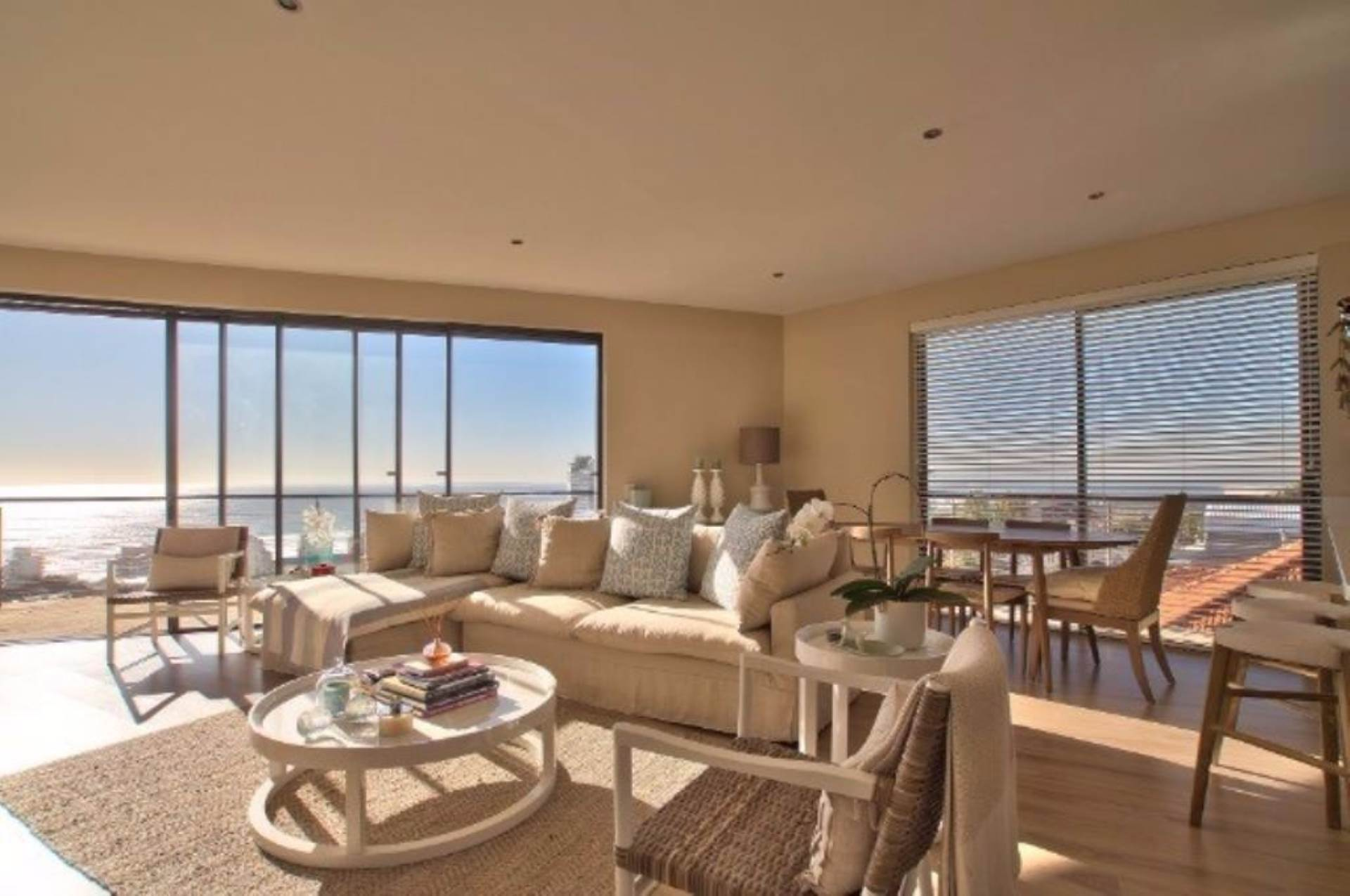 Sea Point property for sale. Ref No: 13539540. Picture no 3