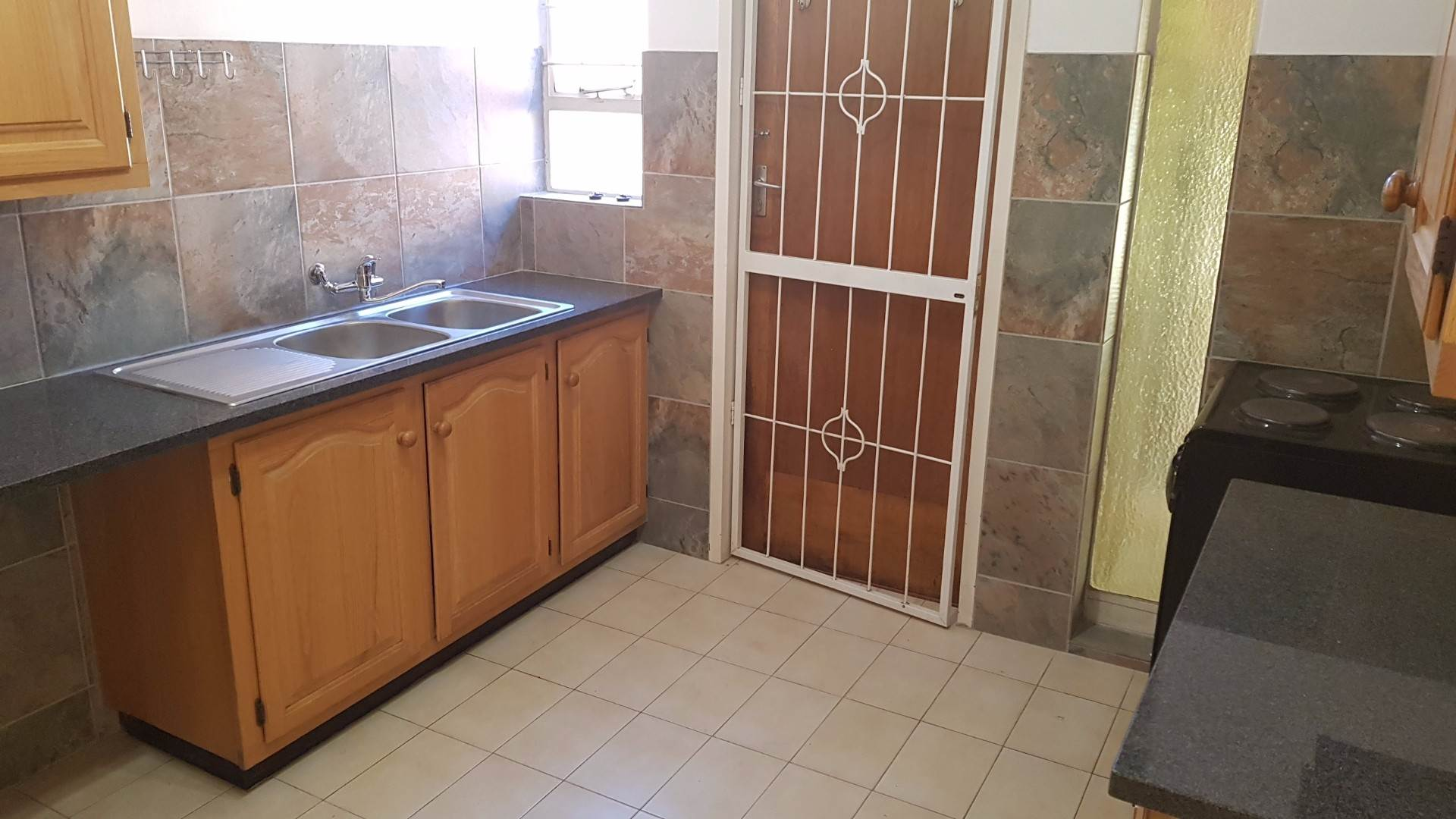 Waterkloof Glen property to rent. Ref No: 13534399. Picture no 9