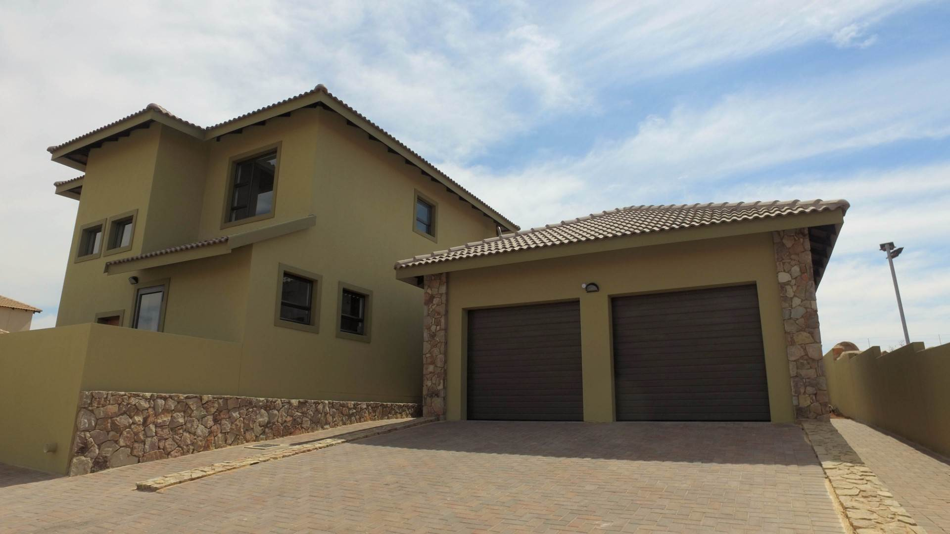 3 BedroomHouse For Sale In Aqua Vista