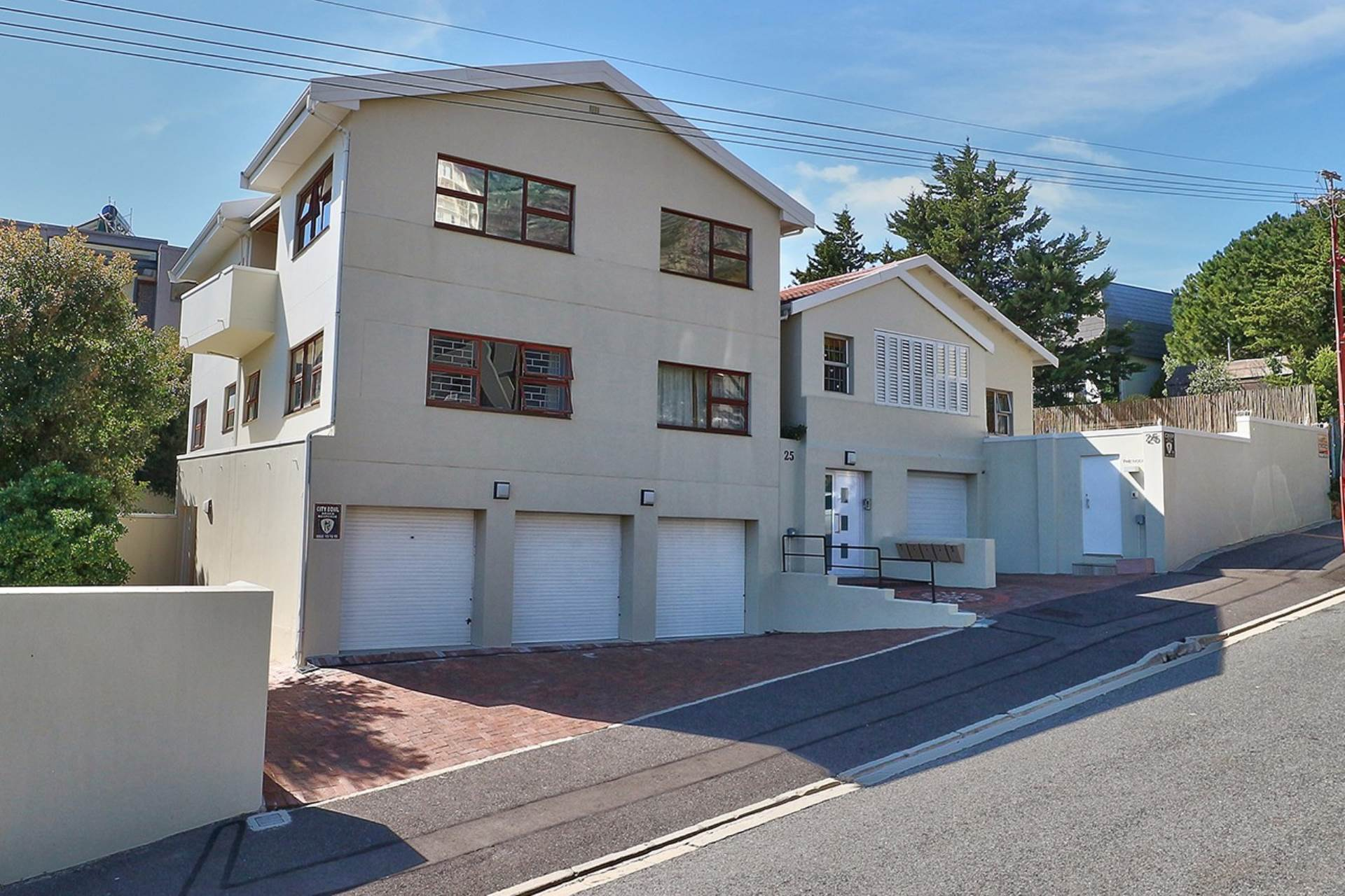 Vredehoek property for sale. Ref No: 13534483. Picture no 1