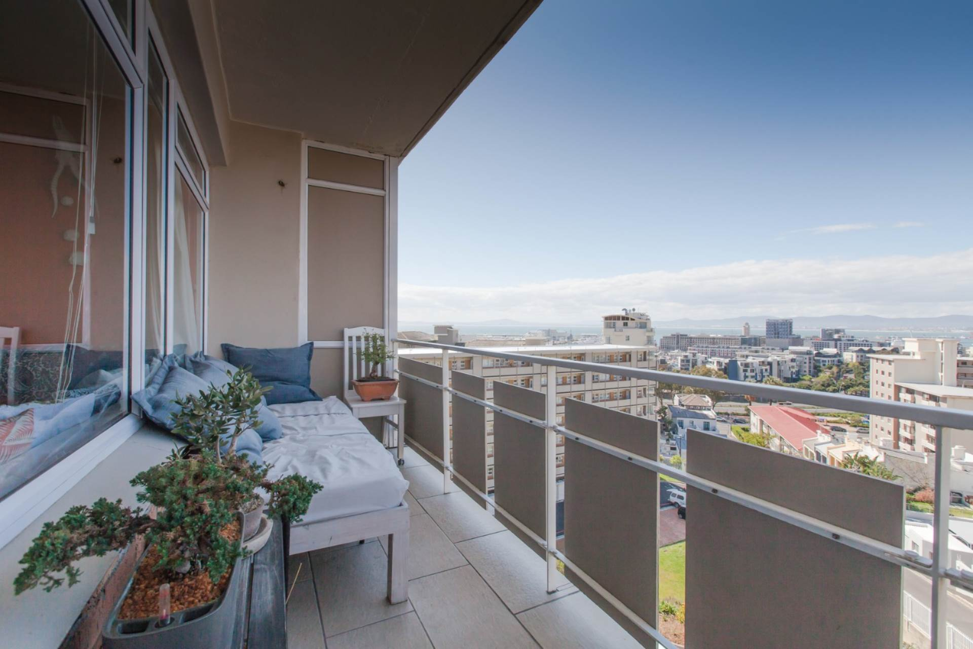 Green Point property for sale. Ref No: 13534600. Picture no 6