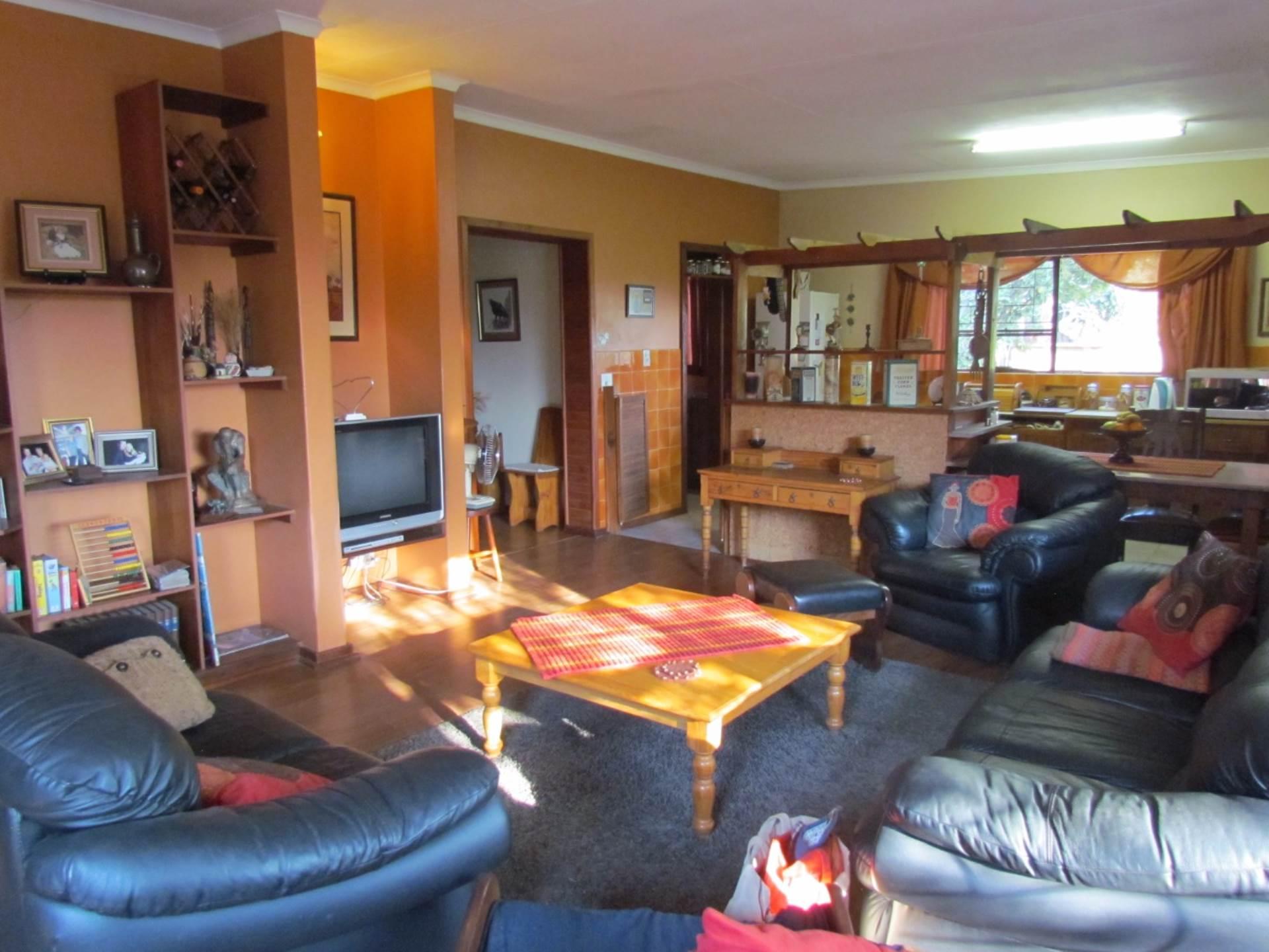 Elarduspark property for sale. Ref No: 13534504. Picture no 4
