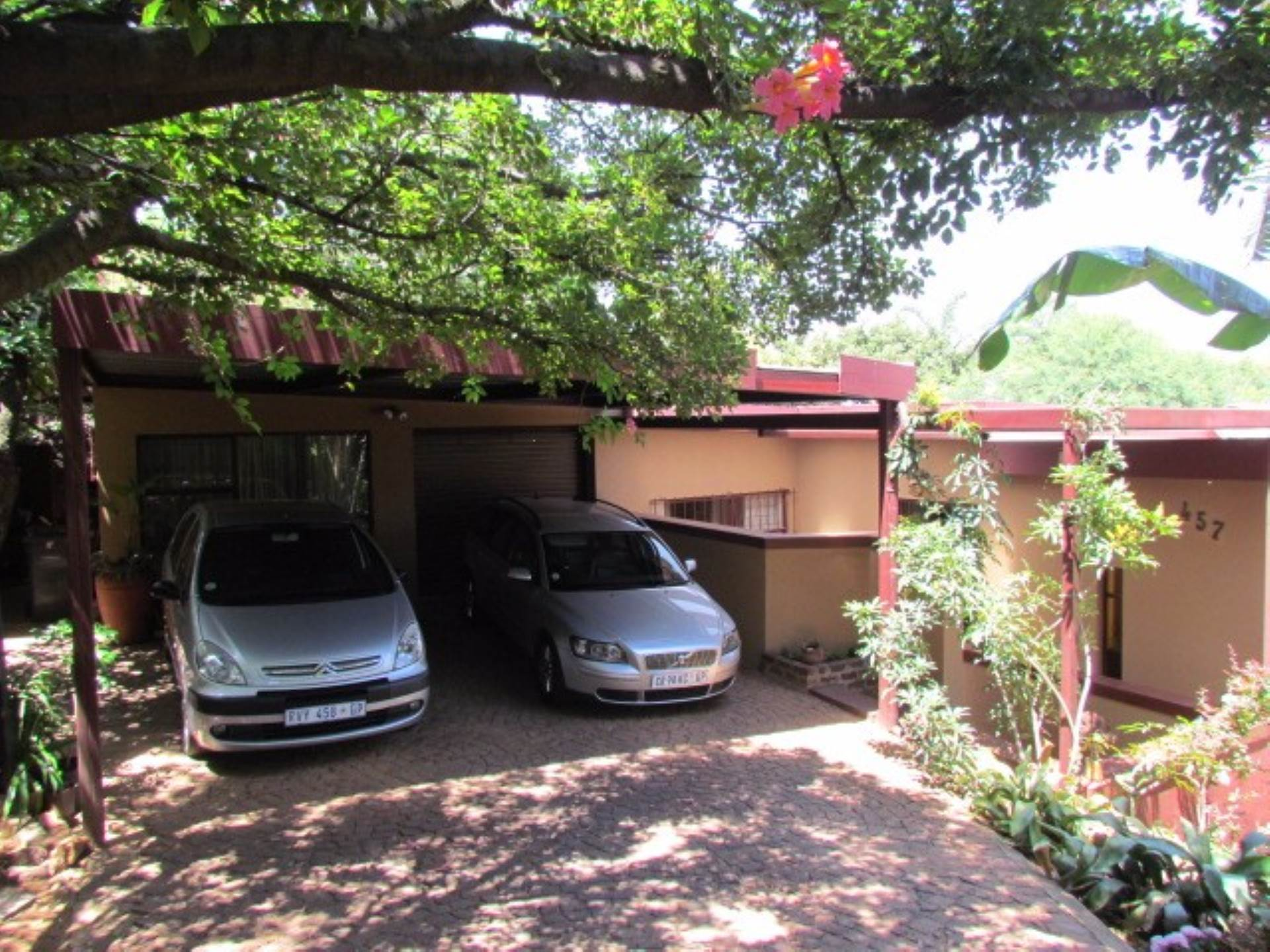 Property and Houses for sale in Elarduspark, House, 4 Bedrooms - ZAR 1,750,000