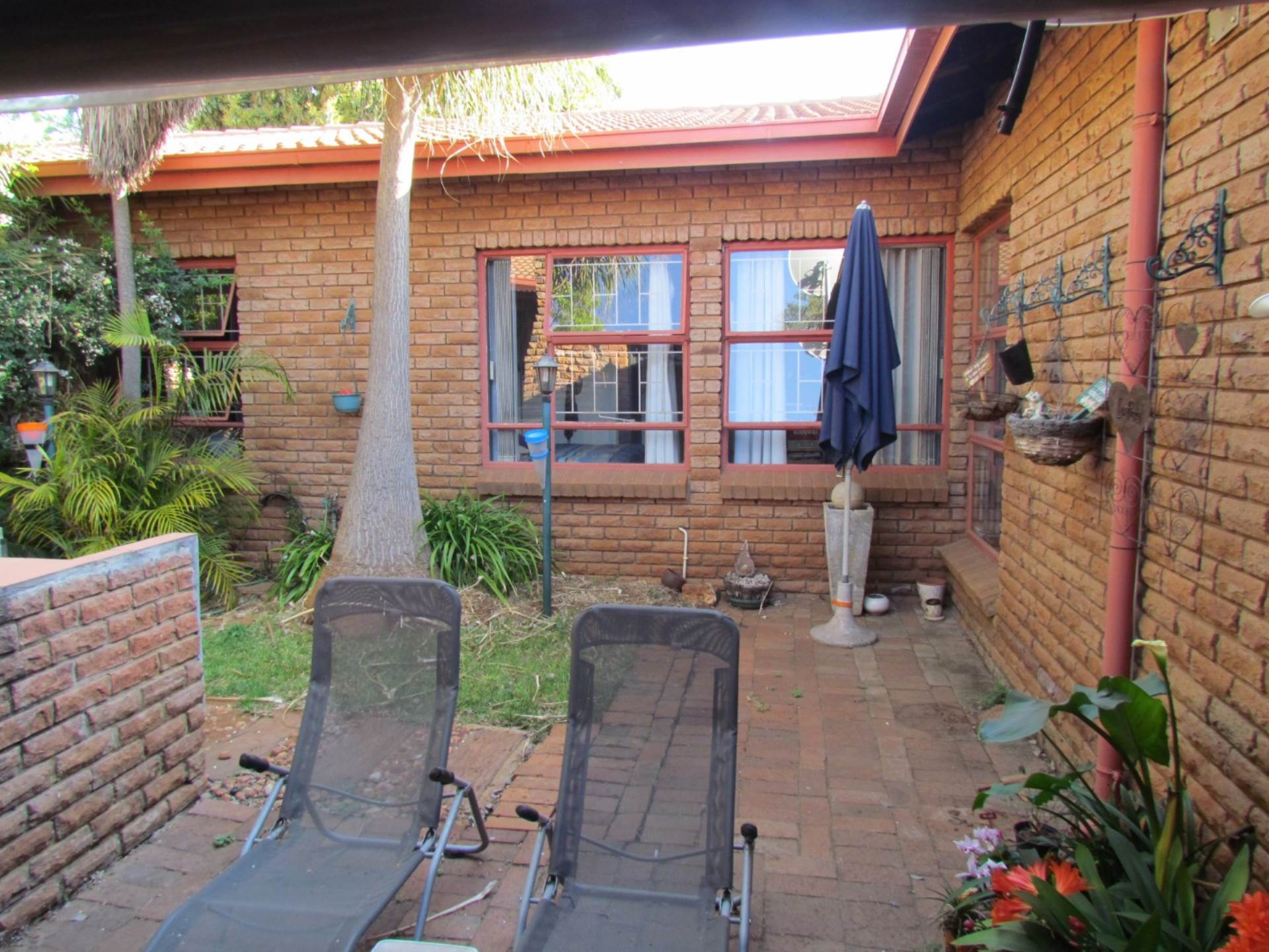 Property and Houses for sale in Elarduspark, House, 4 Bedrooms - ZAR 1,545,000