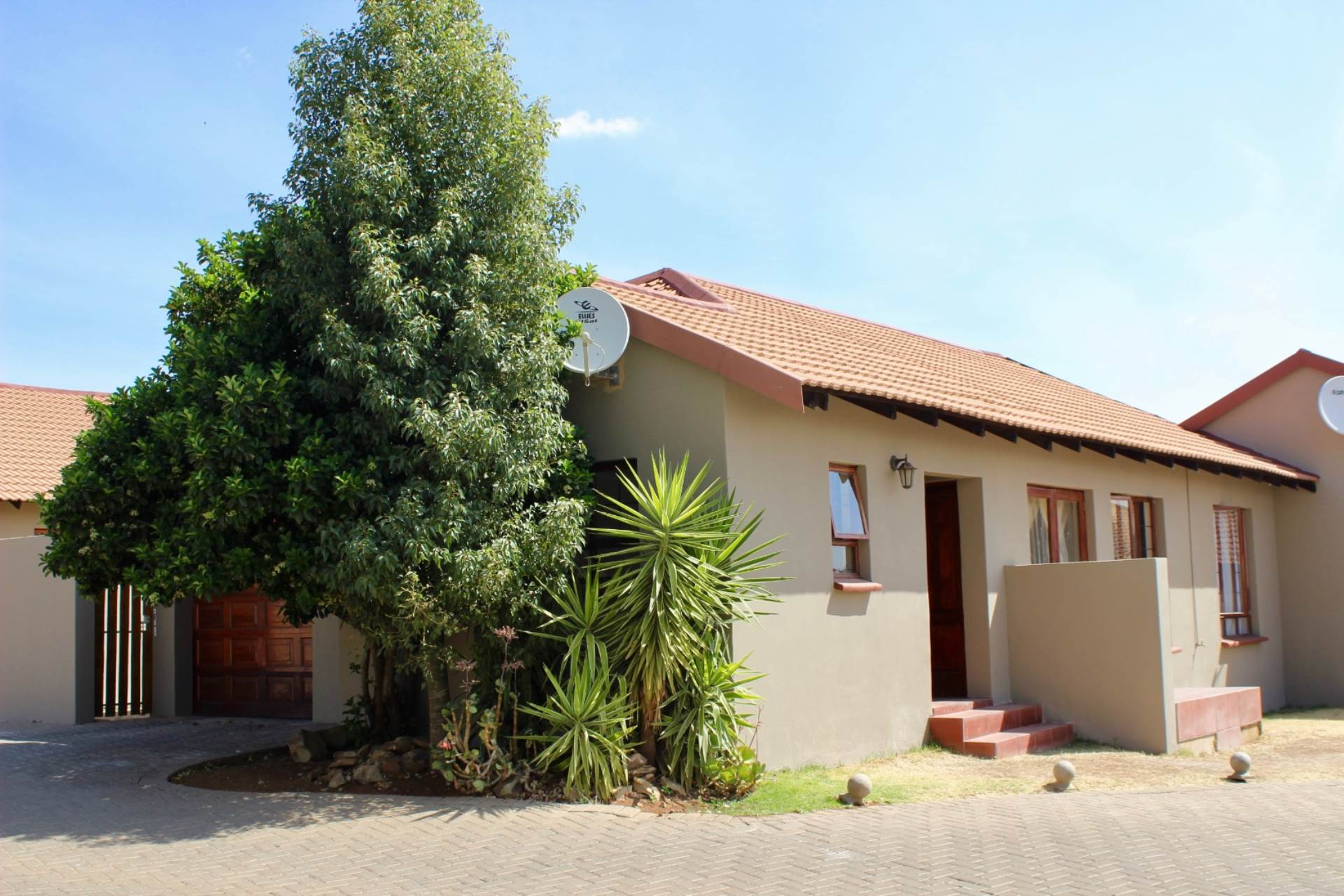 Woodland Hills property for sale. Ref No: 13534804. Picture no 1