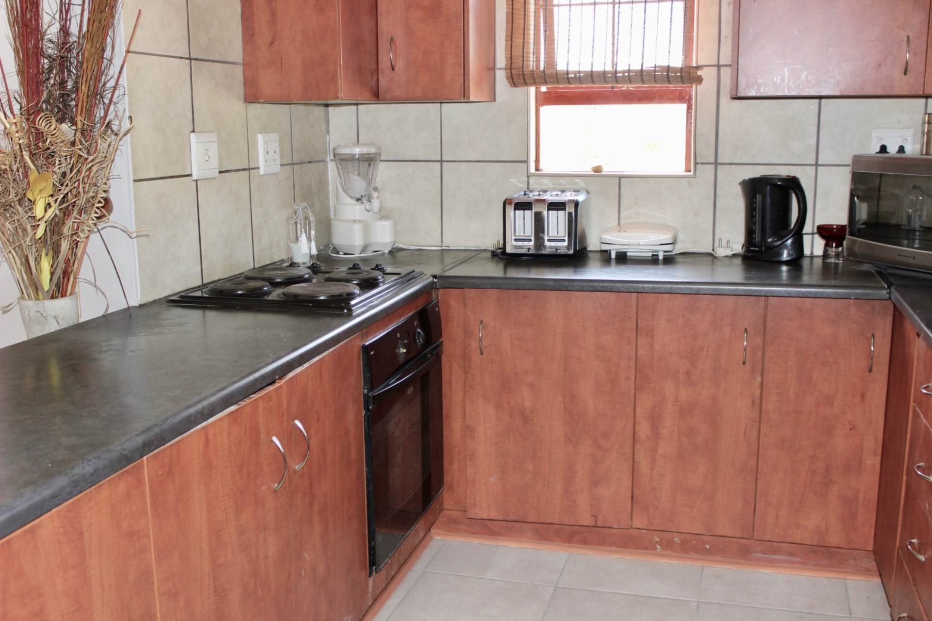 Woodland Hills property for sale. Ref No: 13534804. Picture no 3