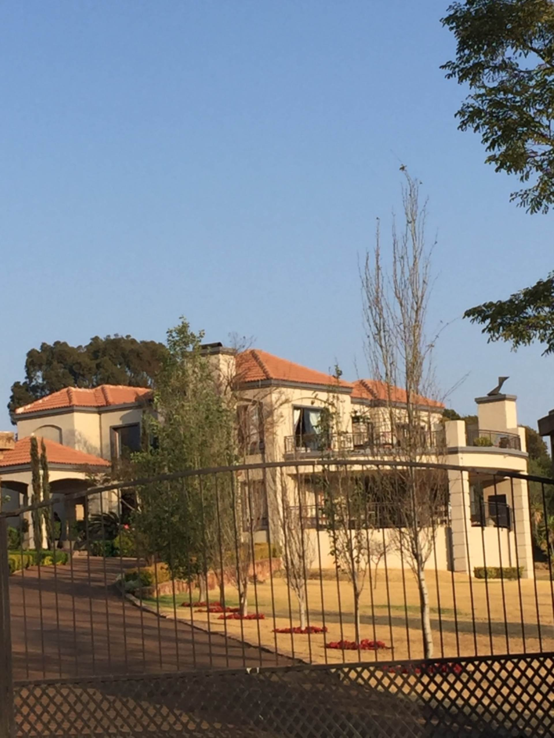 Property and Houses for sale in Mooikloof Equestrian Estate, House, 4 Bedrooms - ZAR 6,400,000