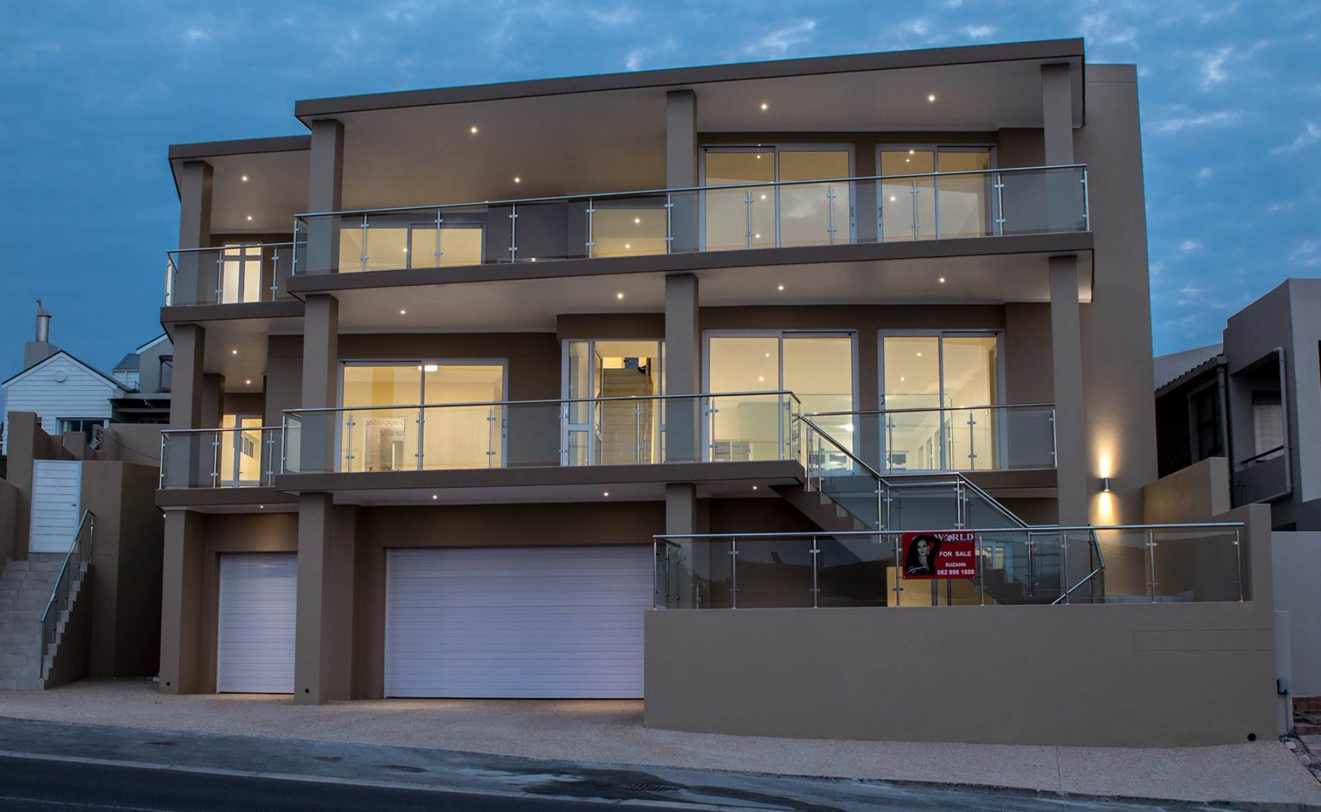 5 BedroomHouse For Sale In Bloubergstrand