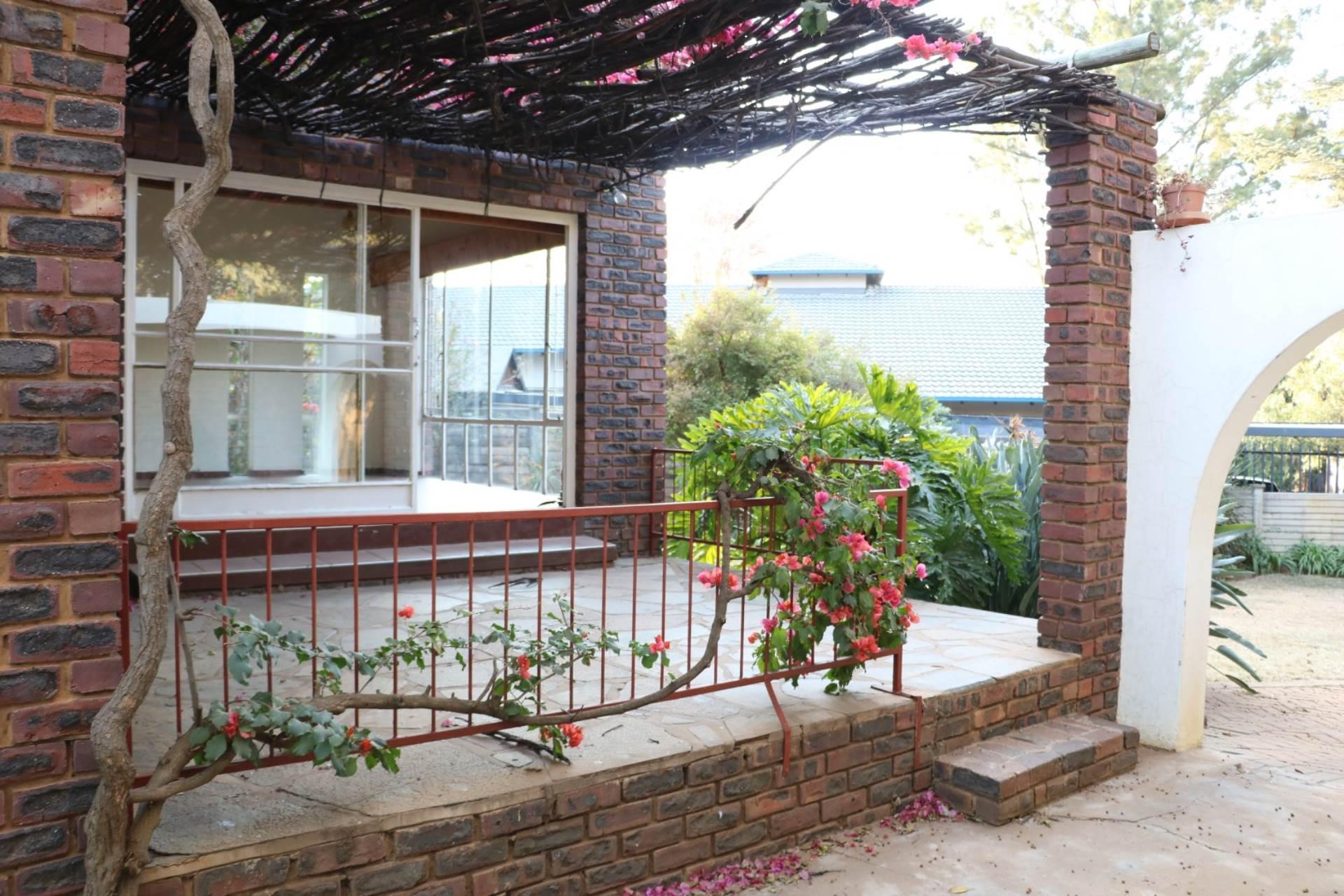 Constantia Park property for sale. Ref No: 13534053. Picture no 3