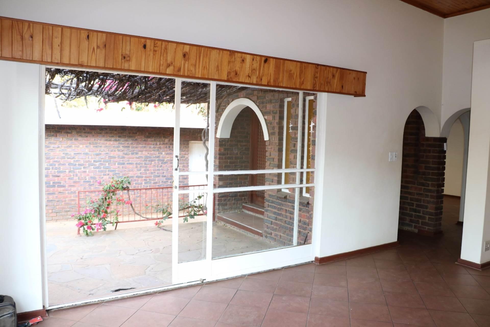 Constantia Park property for sale. Ref No: 13534053. Picture no 6
