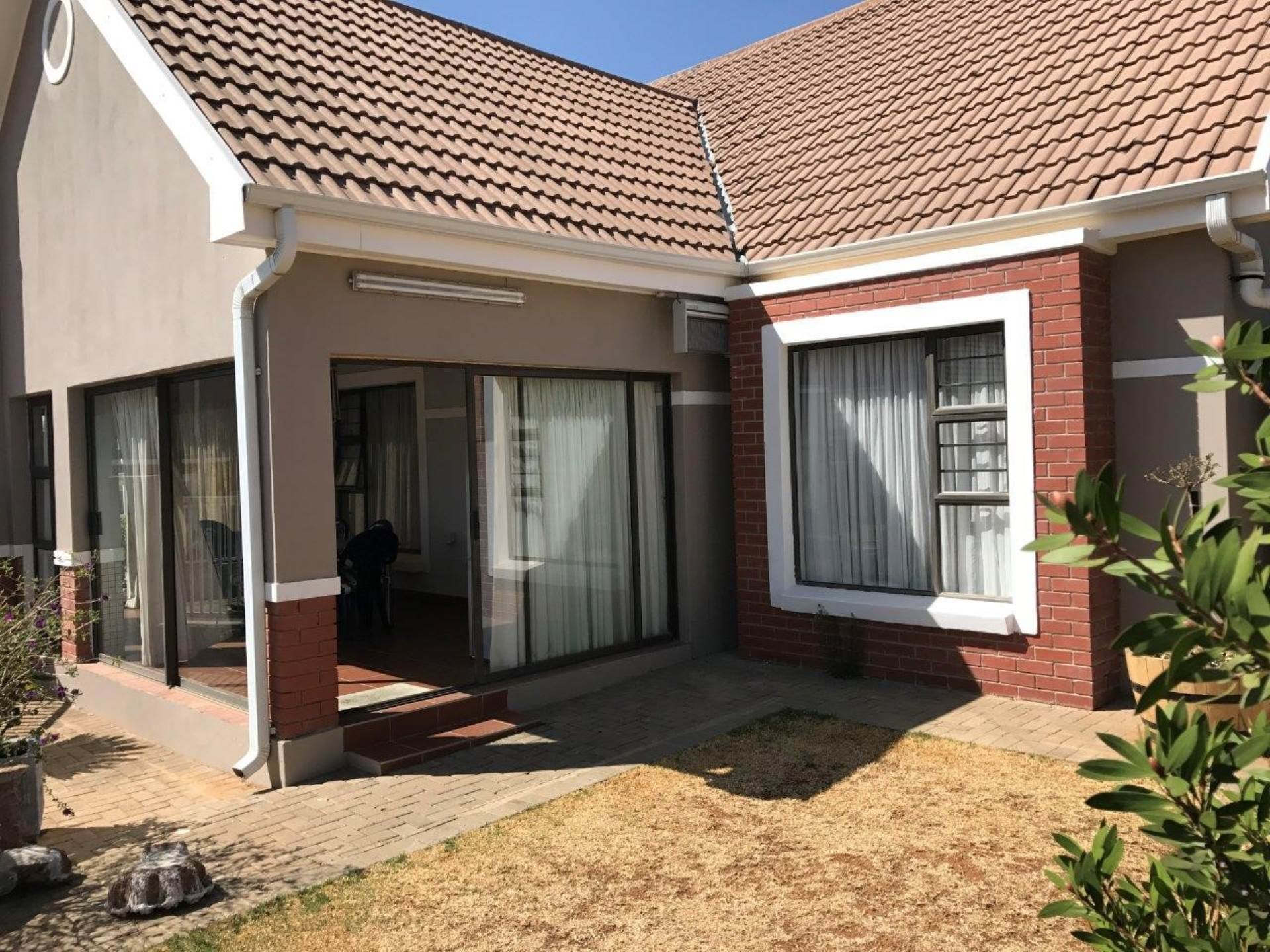 3 BedroomTownhouse For Sale In Lilyvale