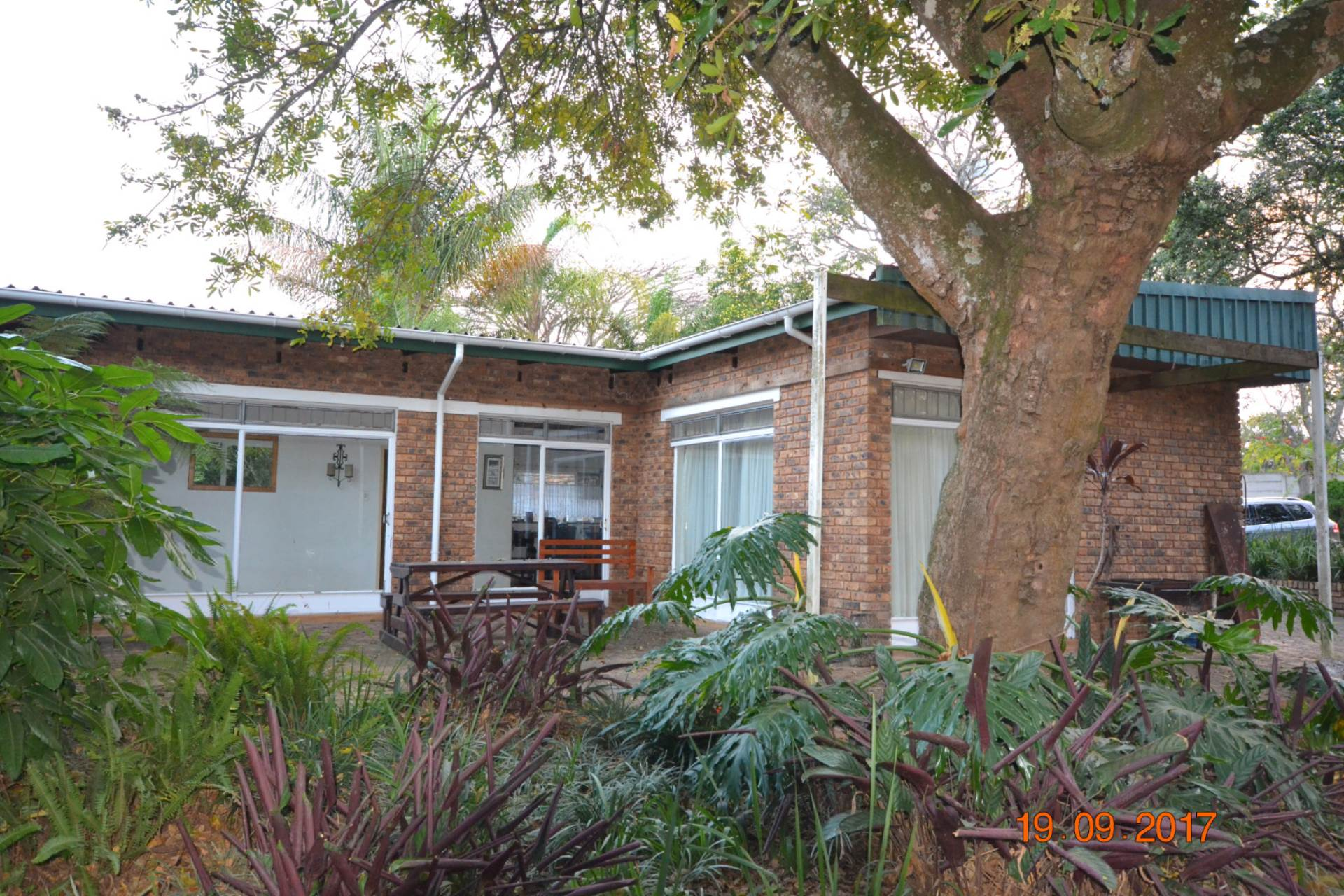 5 BedroomSmall Holding For Sale In White River