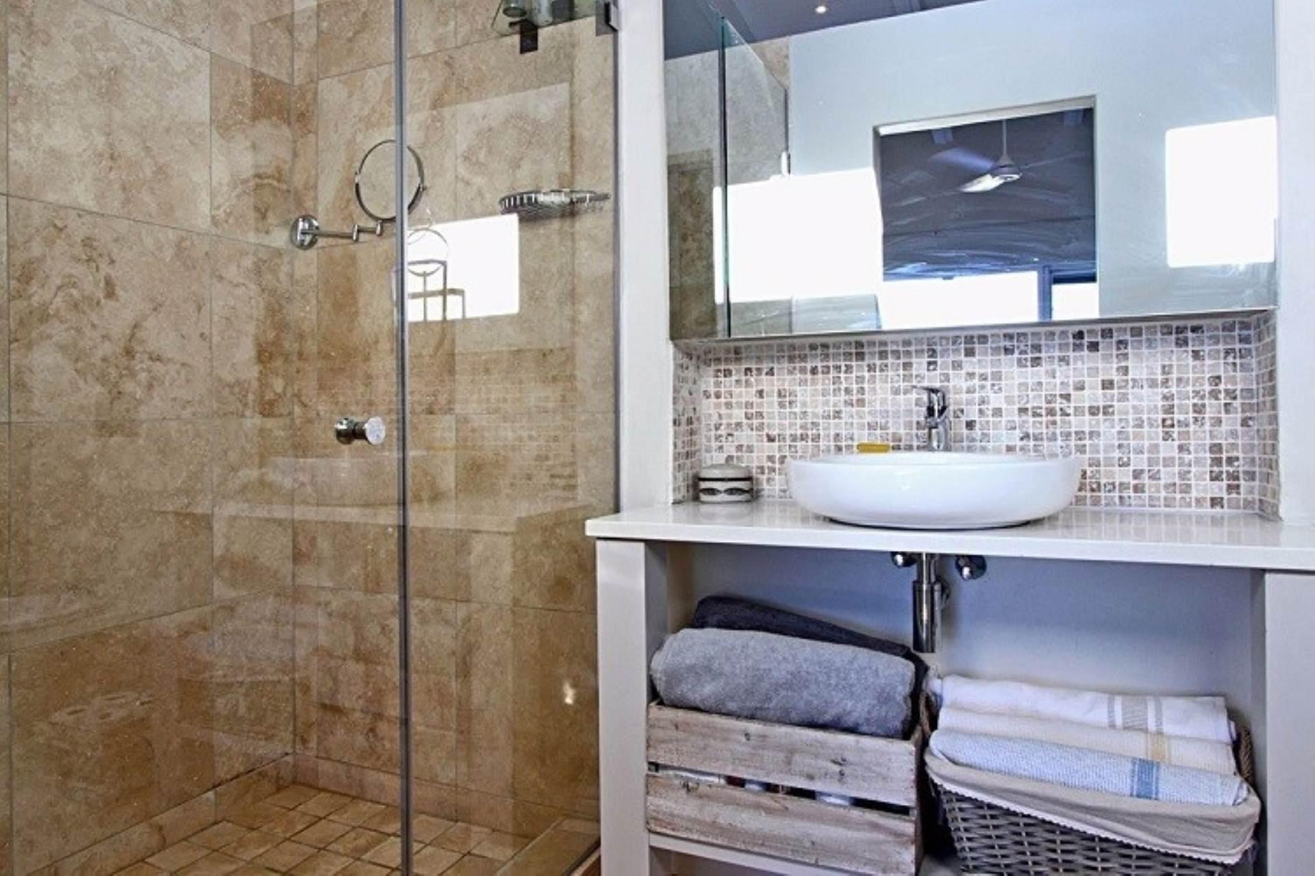 Llandudno property to rent. Ref No: 13534806. Picture no 14