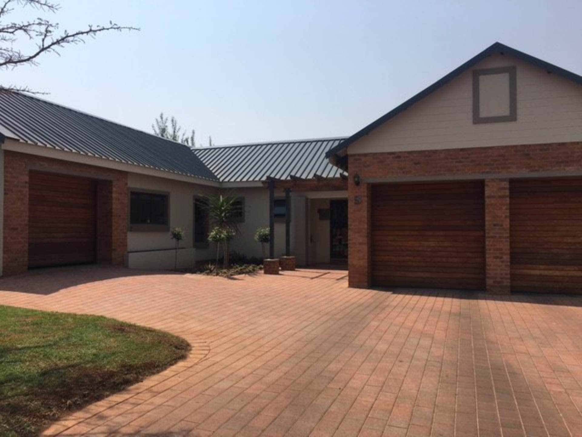 4 BedroomHouse For Sale In Midlands Estate