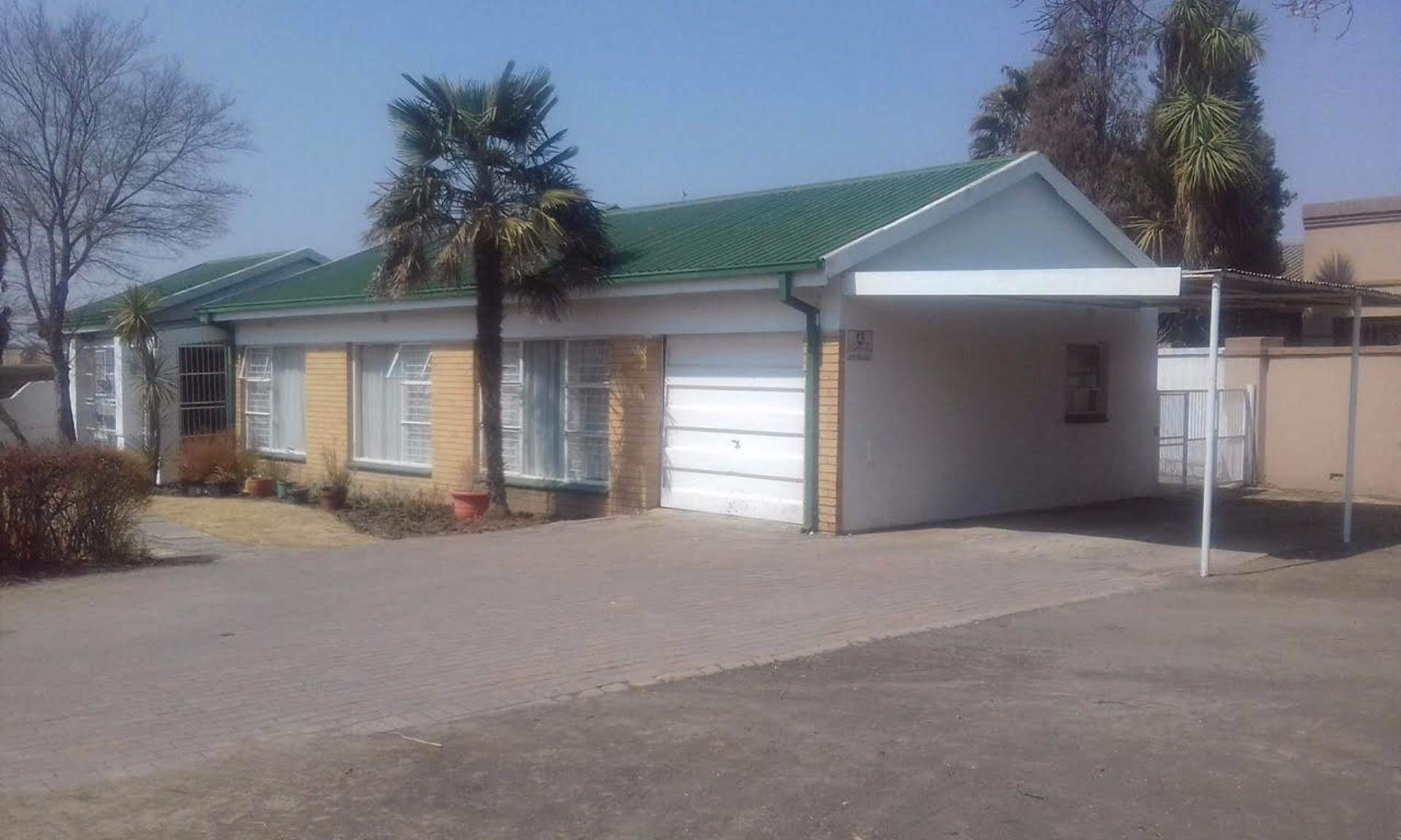 3 BedroomHouse For Sale In Heilbron