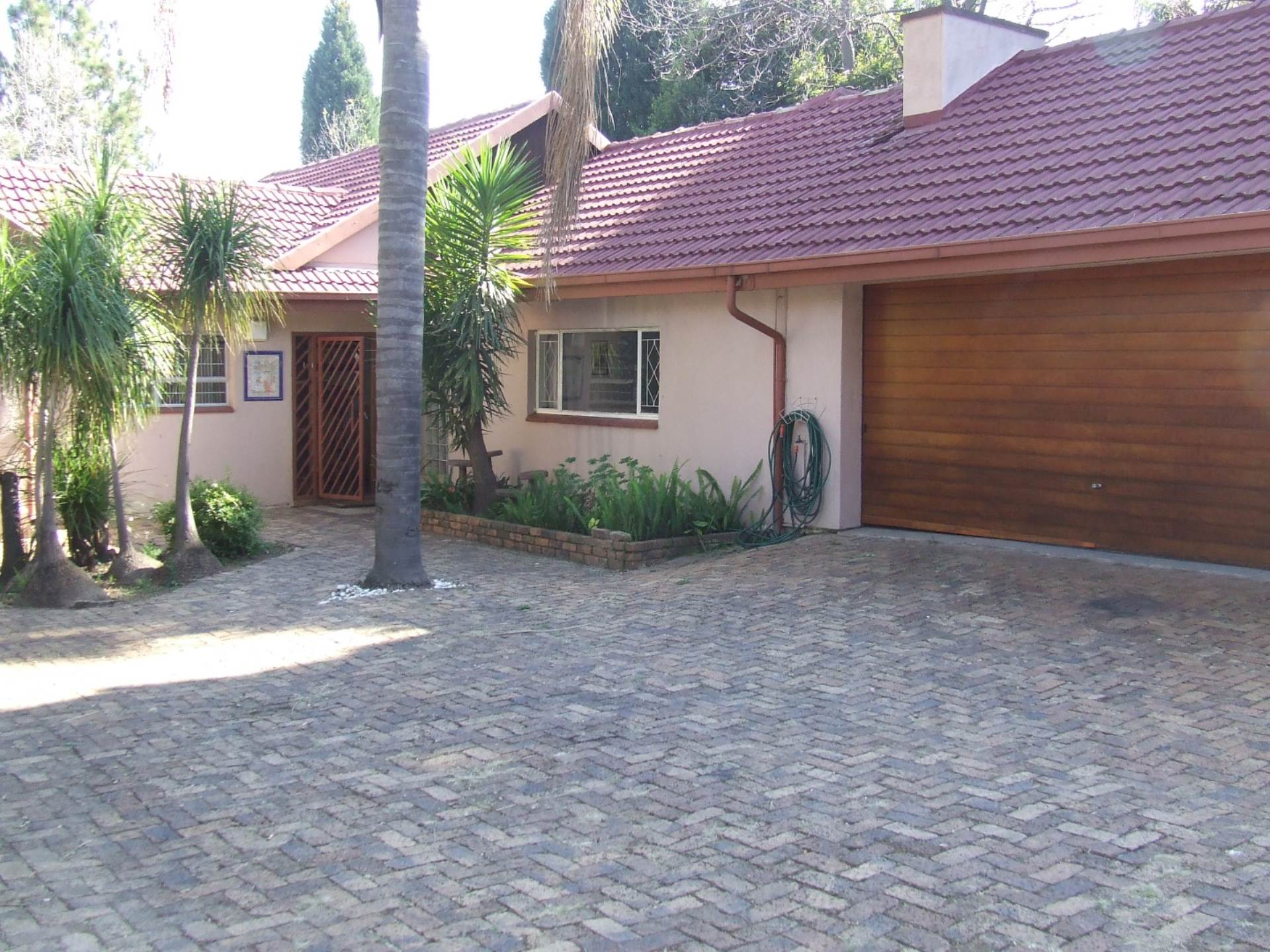 3 BedroomHouse To Rent In Fontainebleau