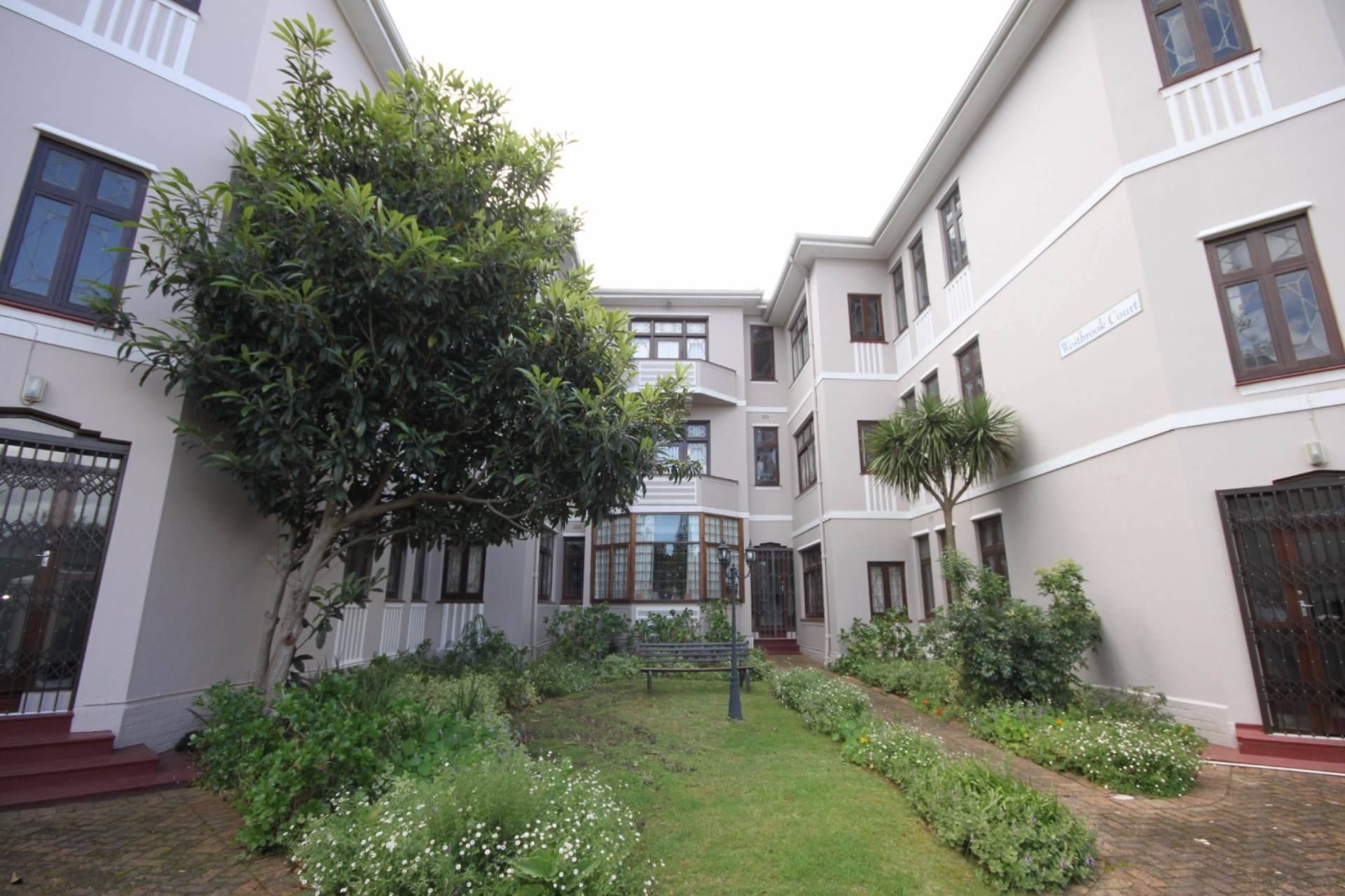 Property and Houses for sale in Rondebosch, Apartment, 1 Bedrooms - ZAR 1,250,000